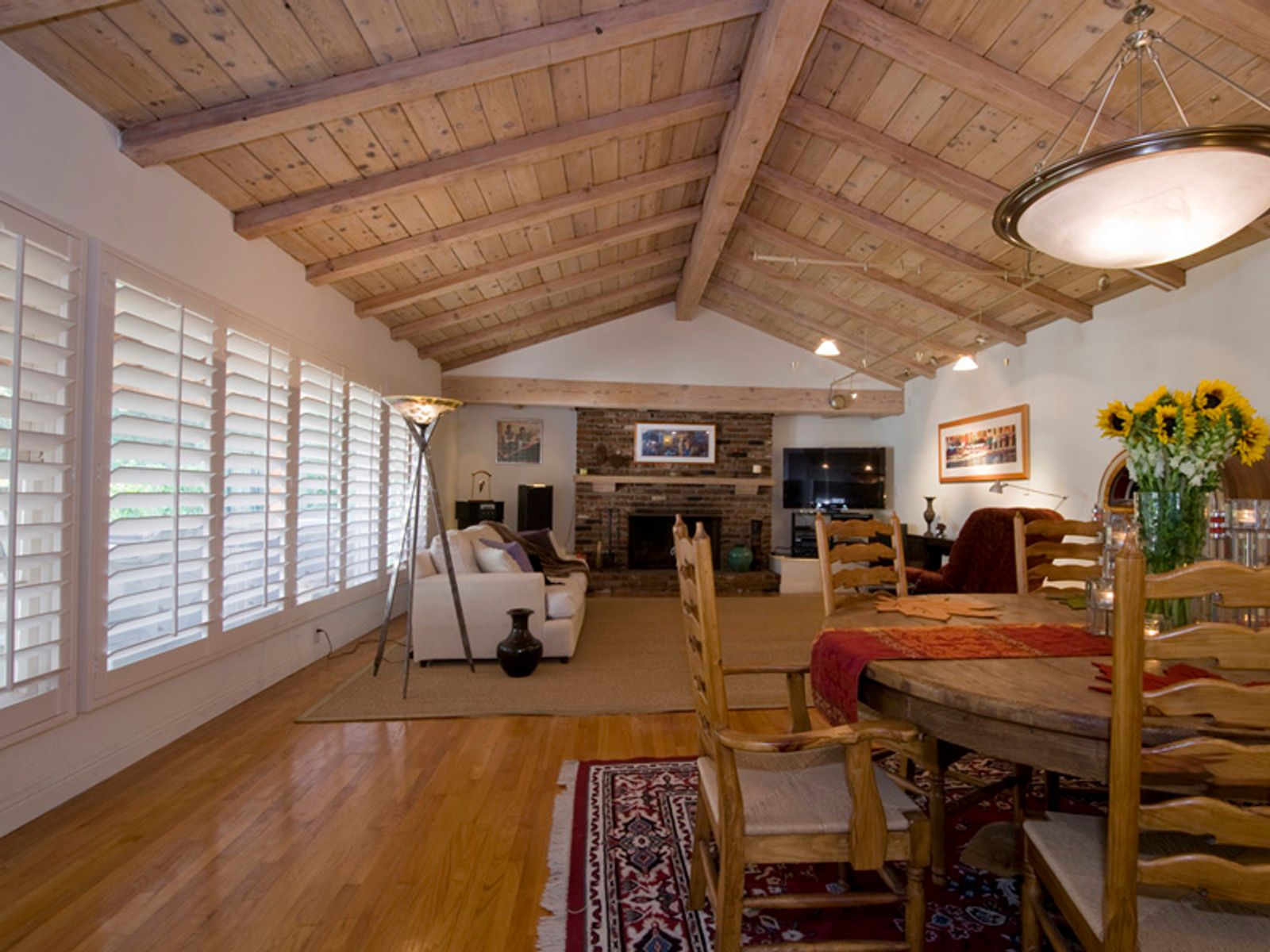 Nestled in the Studio City Hills, Studio City CA Single Family Home - Los Angeles Real Estate