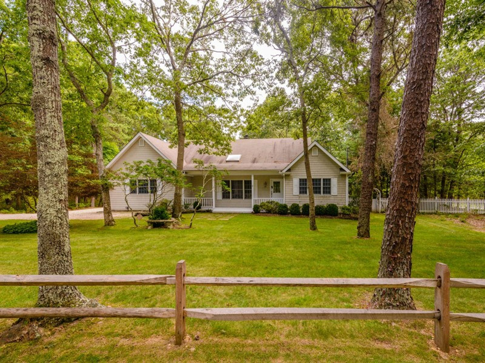 Perfect Country Cottage with Pool, East Hampton NY Single Family Home - Hamptons Real Estate