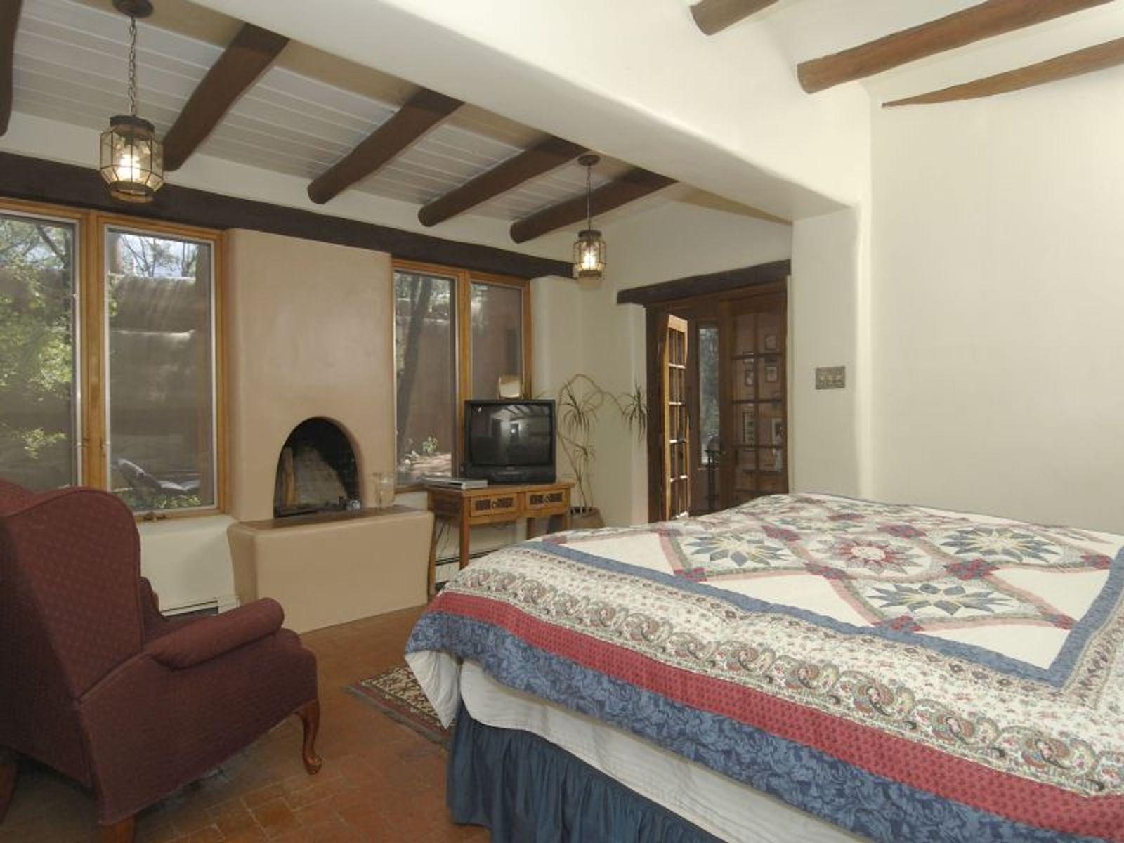 407 Camino Del Monte Sol