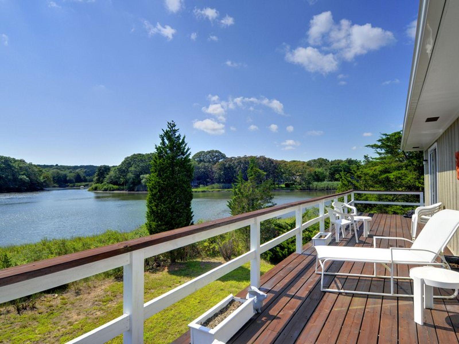 East hampton waterfront east hampton ny single family for Homes for sale east hampton ny