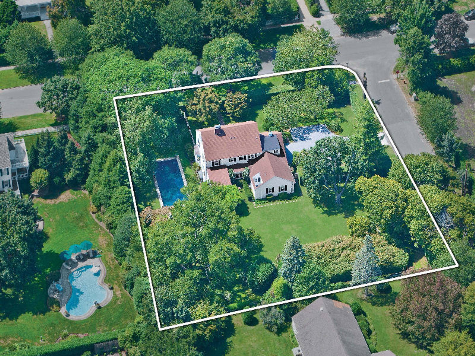 South Main St - Prime Village Location, Southampton NY Single Family Home - Hamptons Real Estate