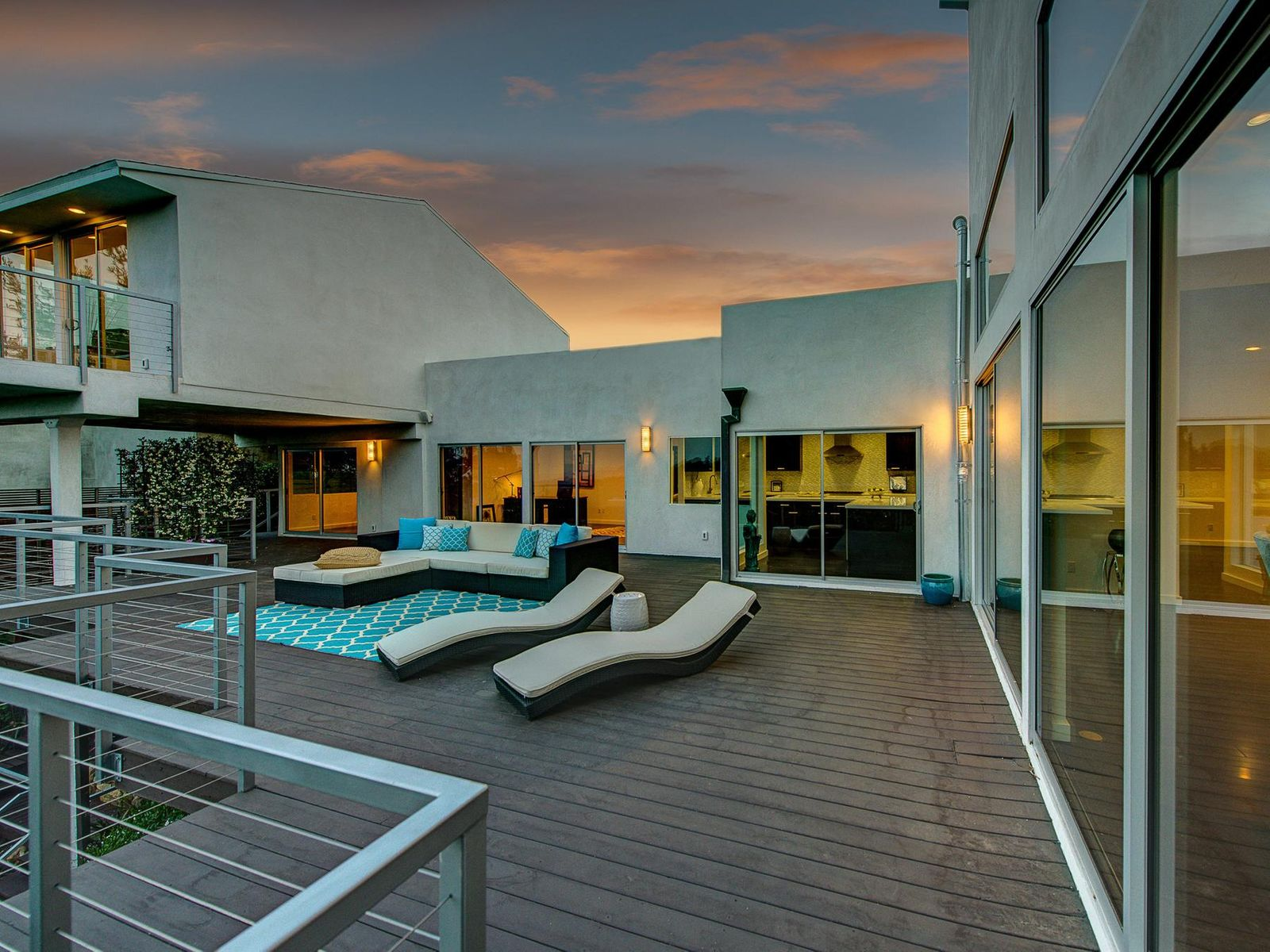 Spectacular Contemporary, Los Angeles CA Single Family Home - Los Angeles Real Estate