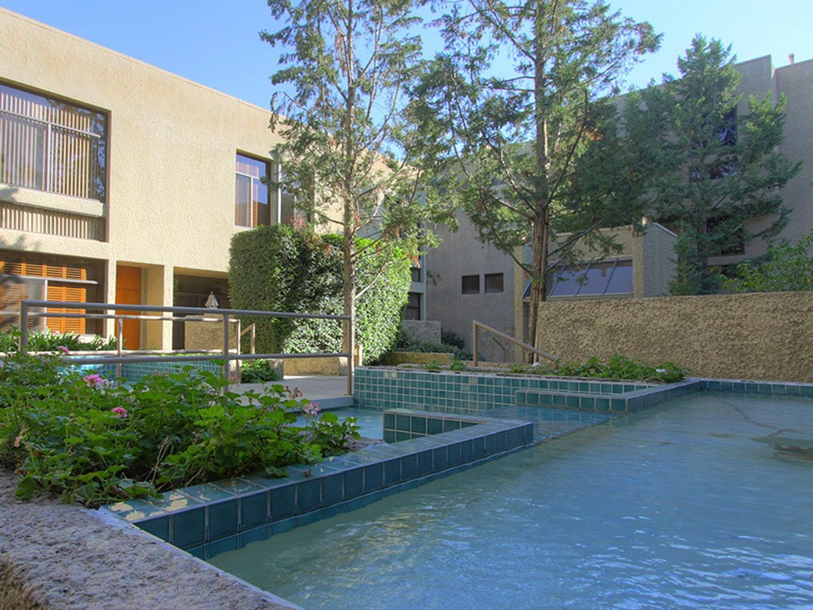 Architecturally Designed Condominium, Pasadena CA Condominium - Pasadena Real Estate