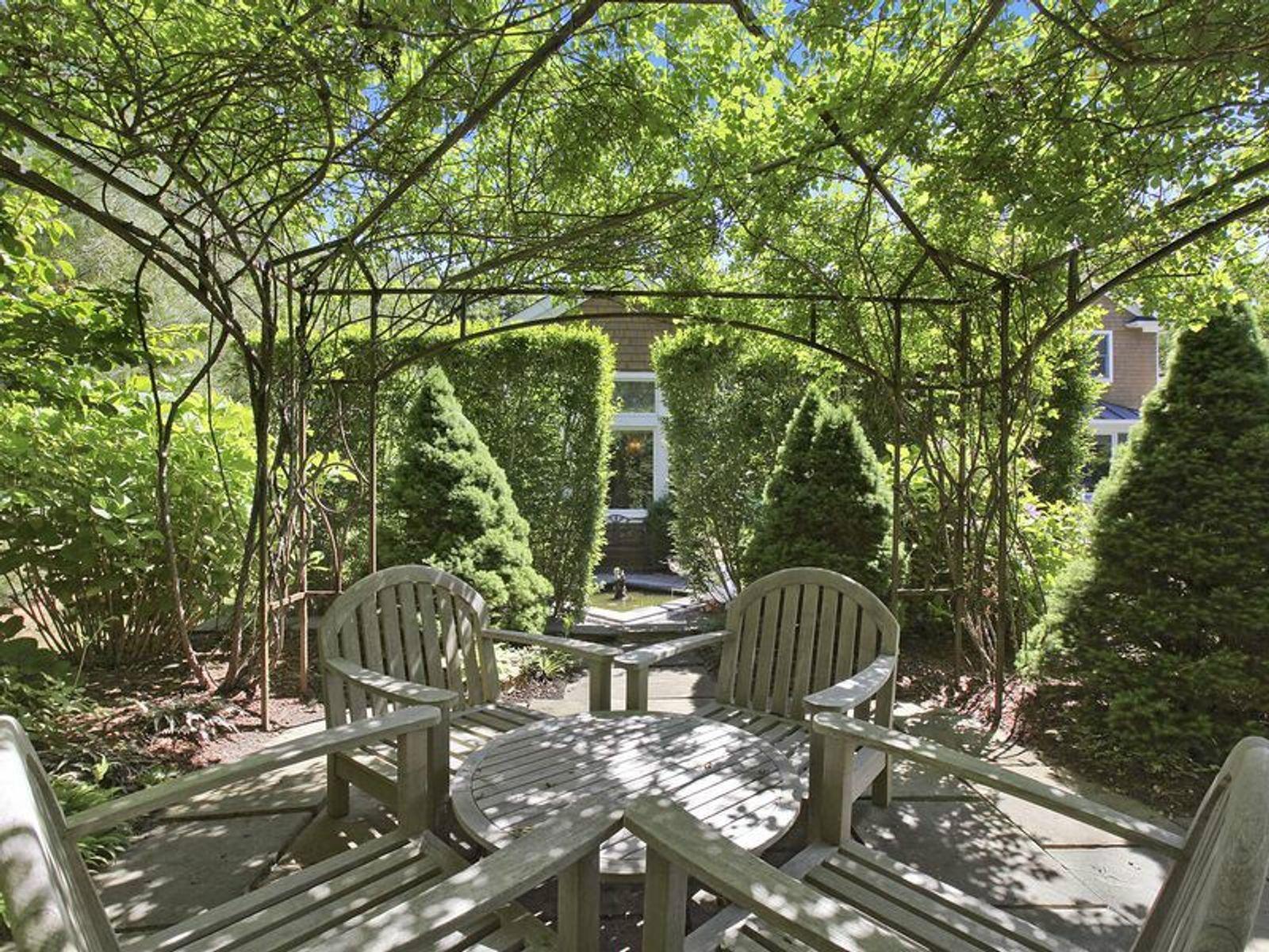 East Hampton Private Retreat