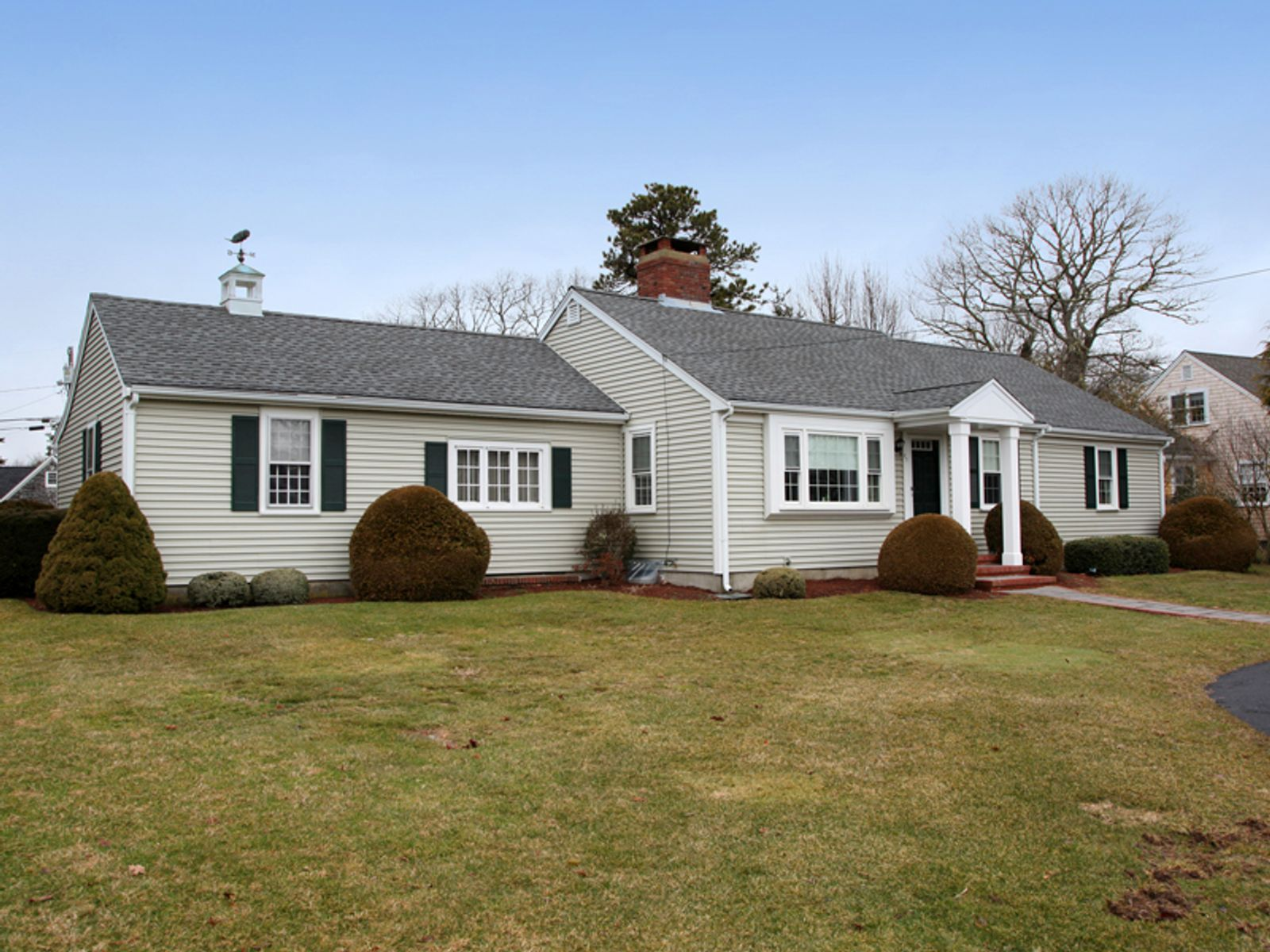 Close to Village and Beach, Osterville MA Single Family Home - Cape Cod Real Estate