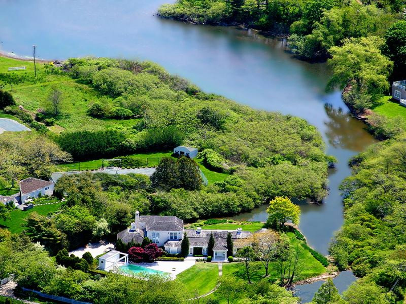 Elegant Designer Waterfront on Cobb Road, Water Mill NY Single Family Home - Hamptons Real Estate