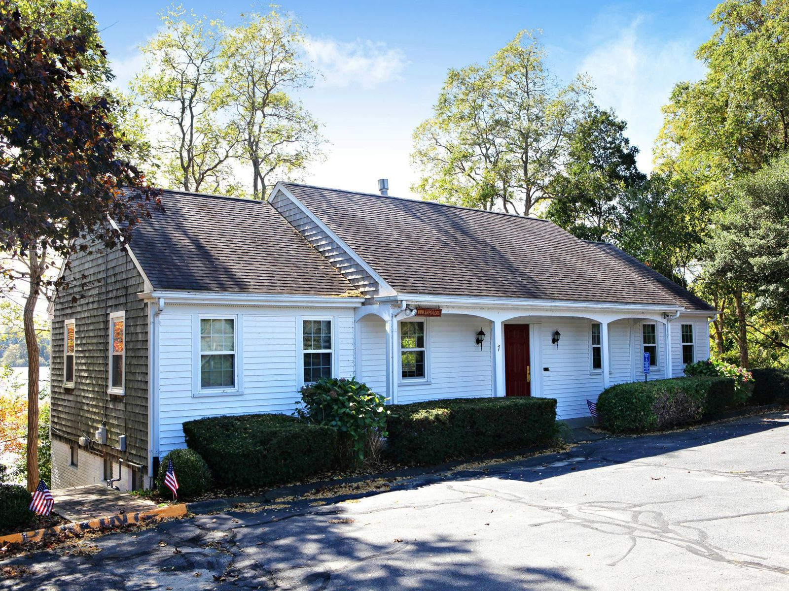Great Home in Lakeside Community