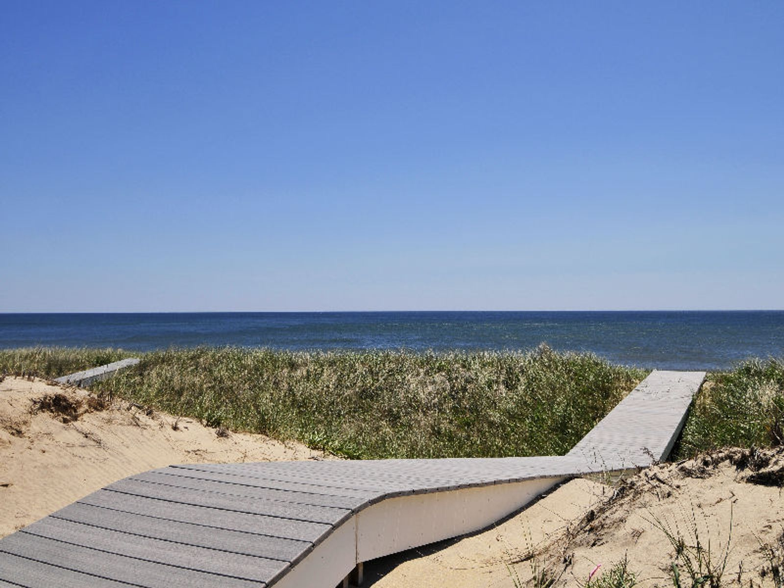Oceanfront New Luxury Home, Amagansett NY Single Family Home - Hamptons Real Estate