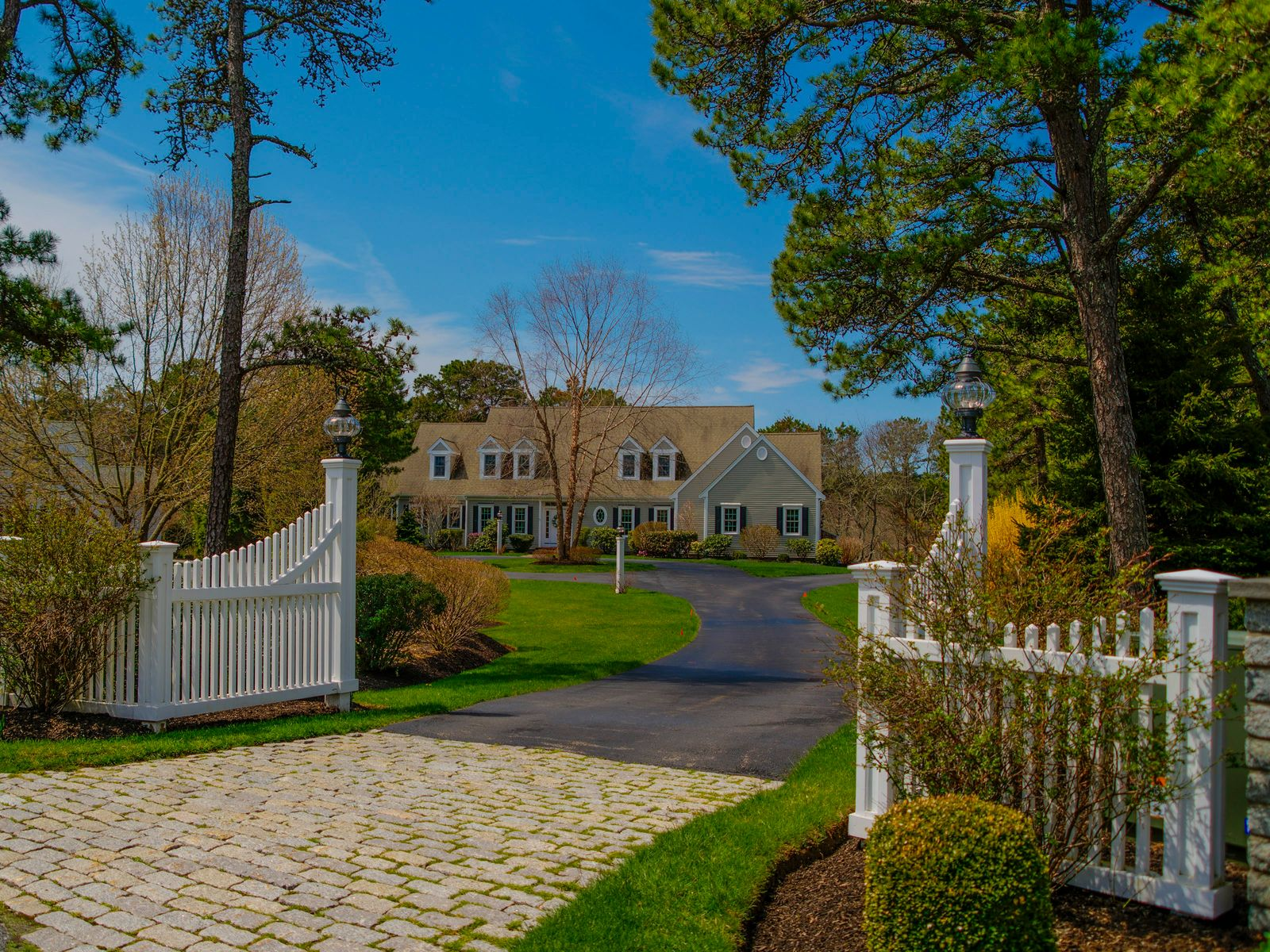 Stunning Osterville Cape, Osterville MA Single Family Home - Cape Cod Real Estate