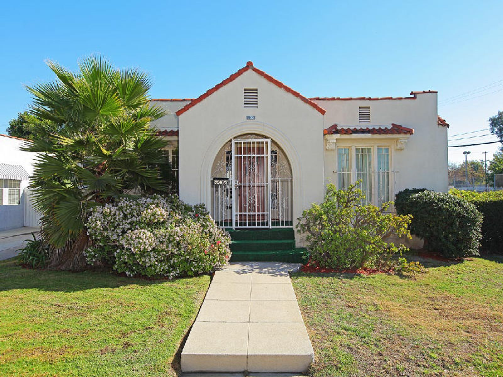 Perfect Alternative to Condo Living, Los Angeles CA Single Family Home - Los Angeles Real Estate