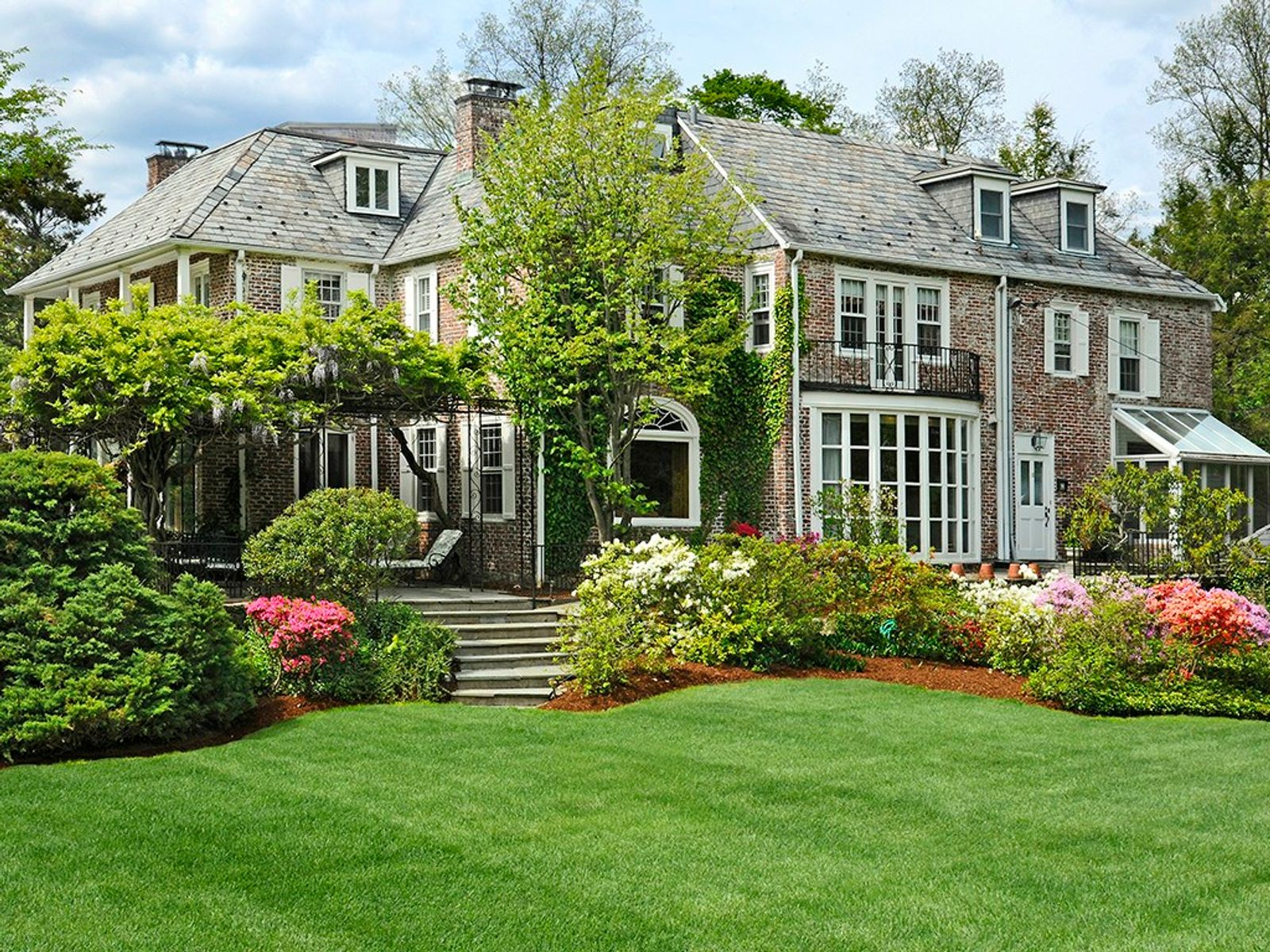 Elegant Georgian Manor, Greenwich CT Single Family Home - Greenwich Real Estate