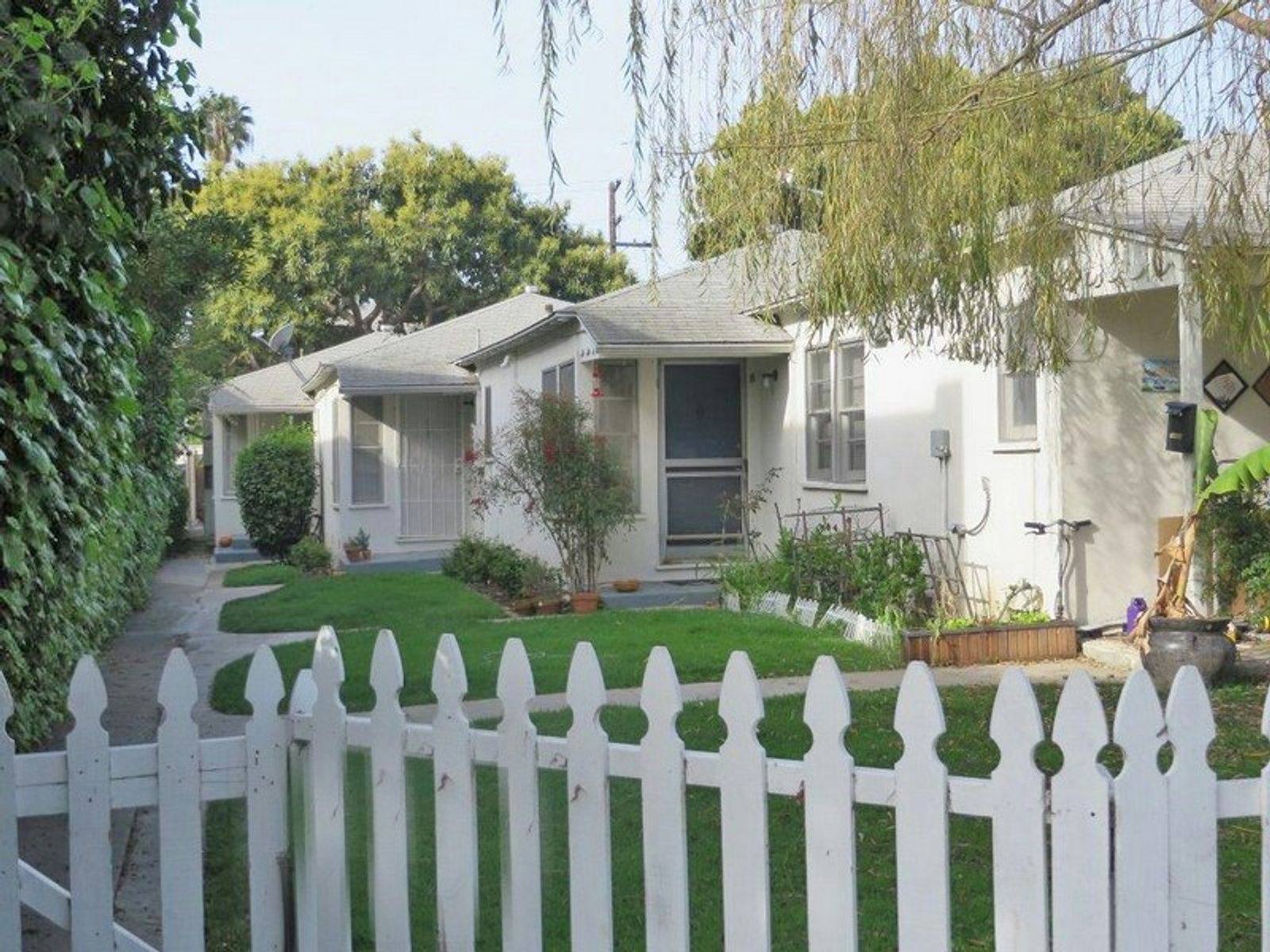 Charming 1-story Bungalows , Santa Monica CA Apartment - Los Angeles Real Estate