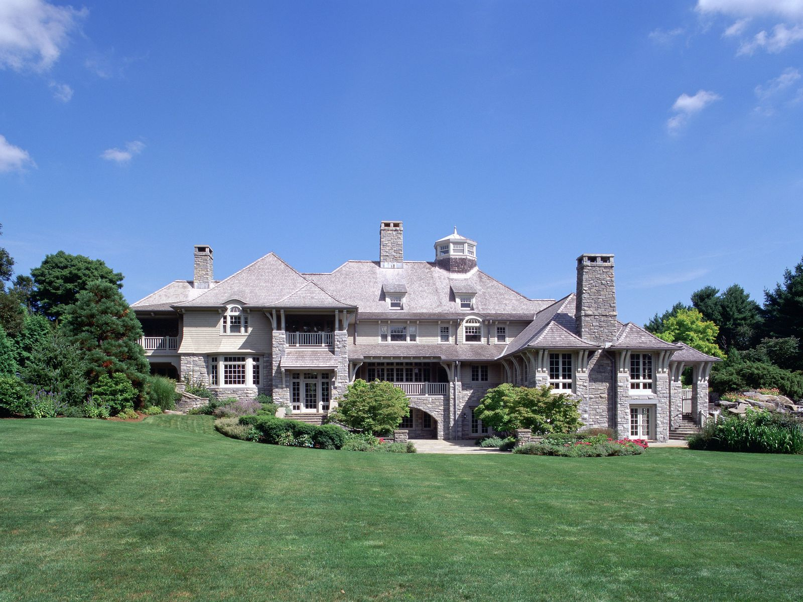 Regal on Round Hill, Greenwich CT Single Family Home - Greenwich Real Estate