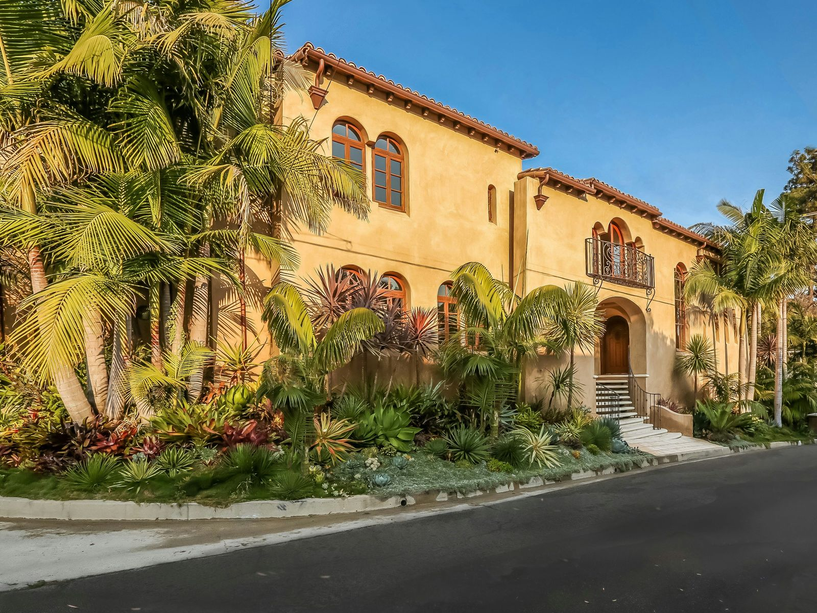 Spanish-style Dream Home, Los Angeles CA Single Family Home - Los Angeles Real Estate