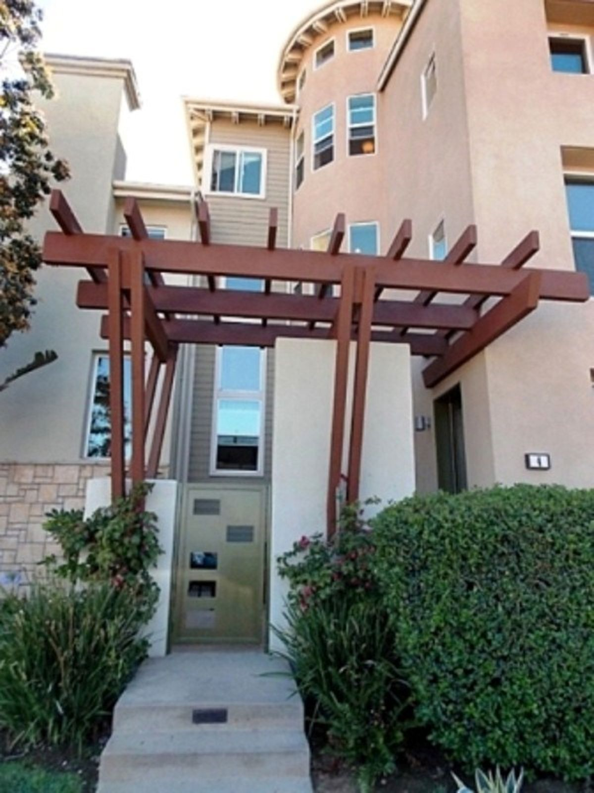 Beautifully appointed Tapestry II E plan, Playa Vista CA Condominium - Los Angeles Real Estate