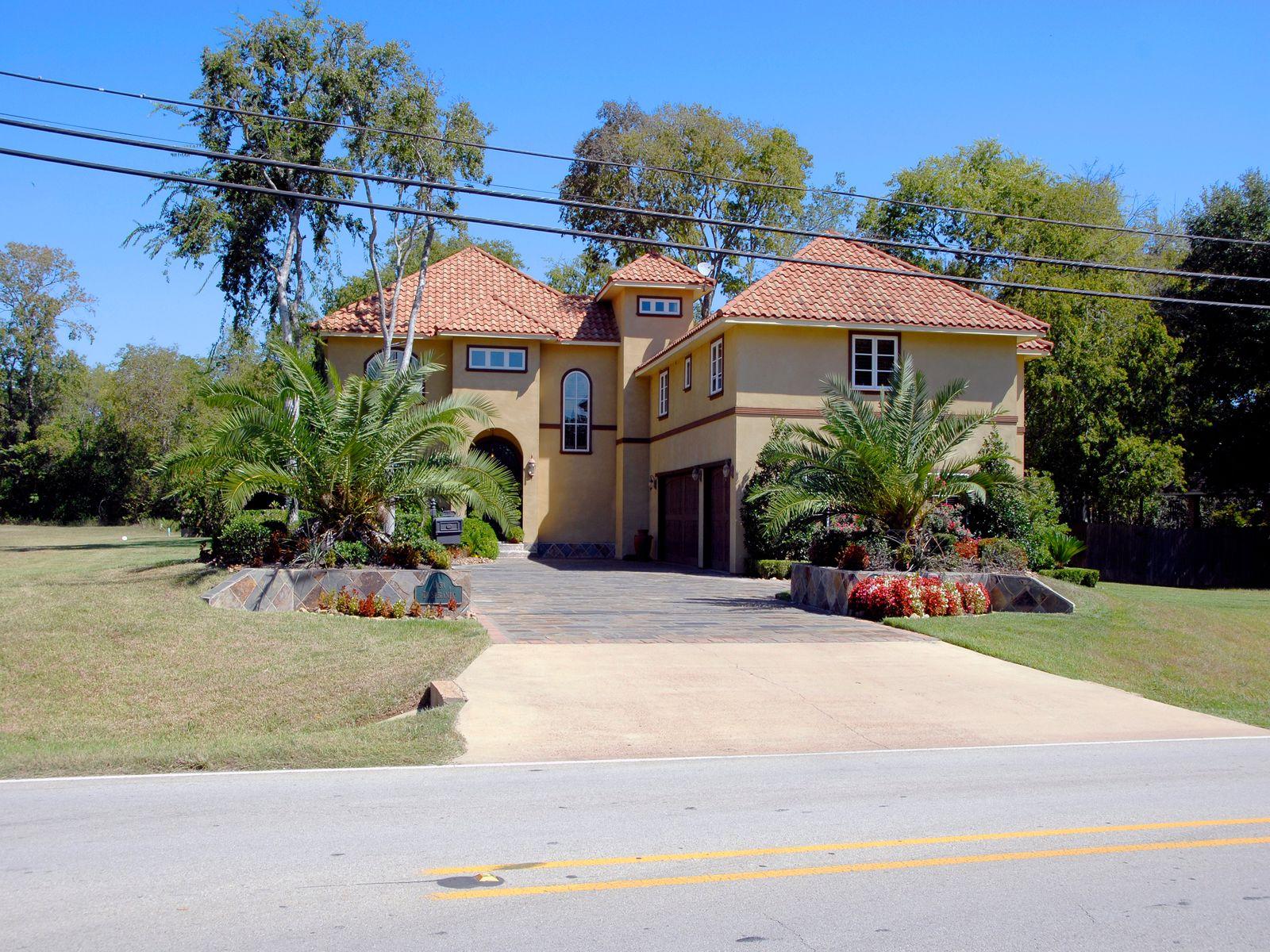 1226  Goliad Avenue