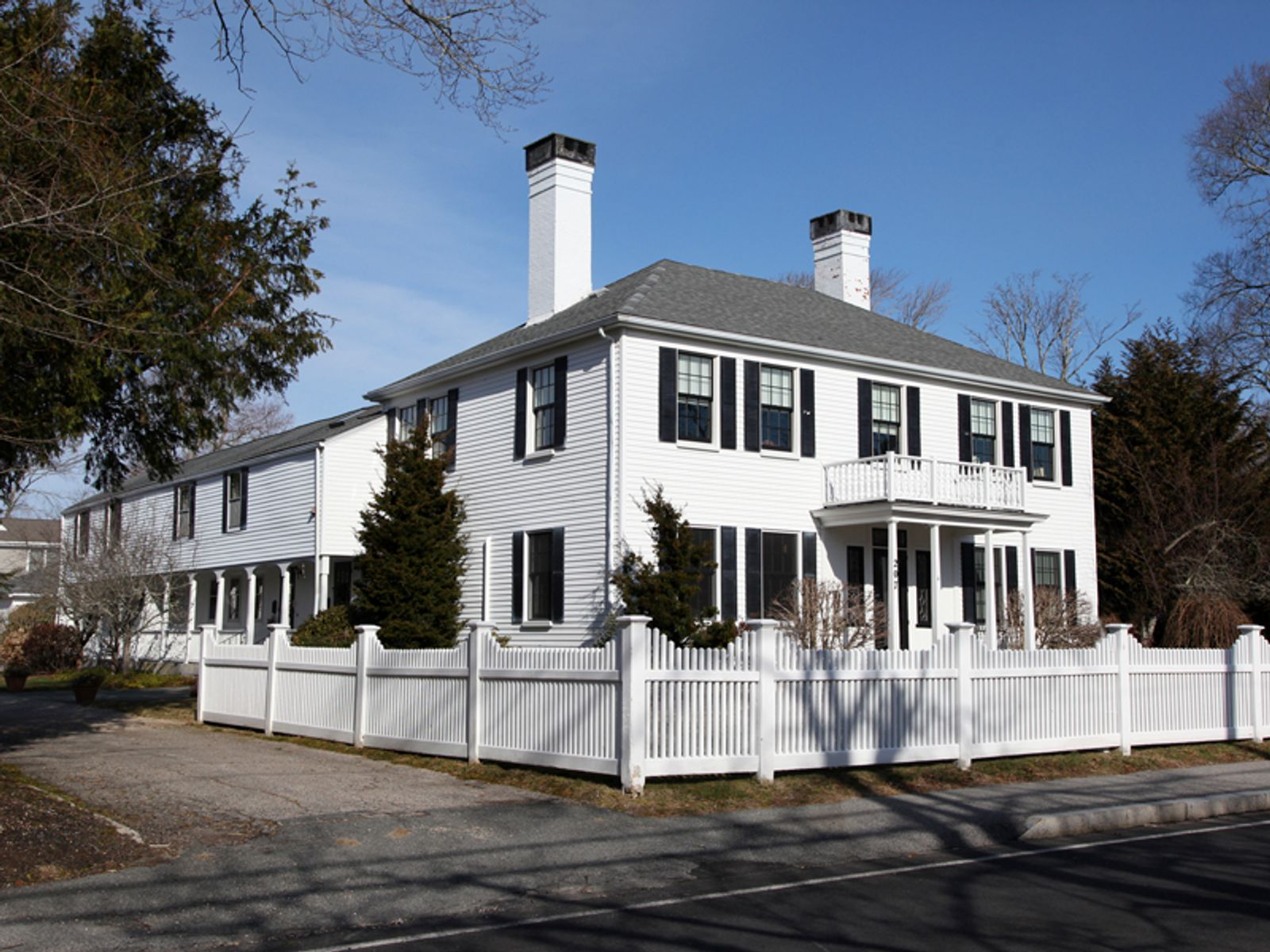 Exceptional Town House, Falmouth MA Condominium - Cape Cod Real Estate