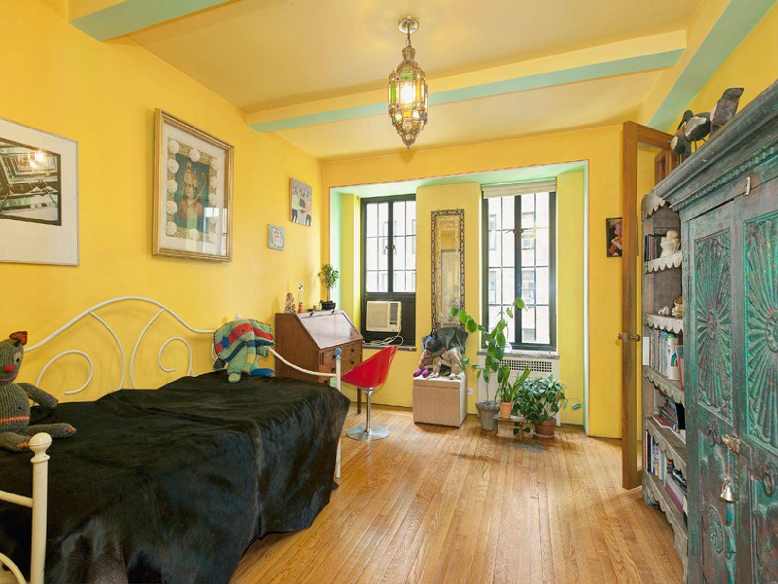Classic Pre-War 2 Bedroom