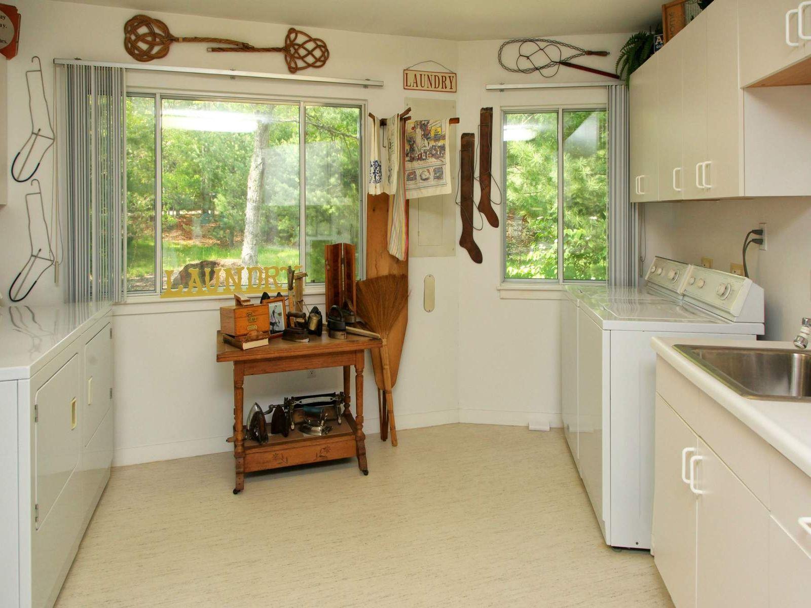 Contemporary Ranch, Desirable Community