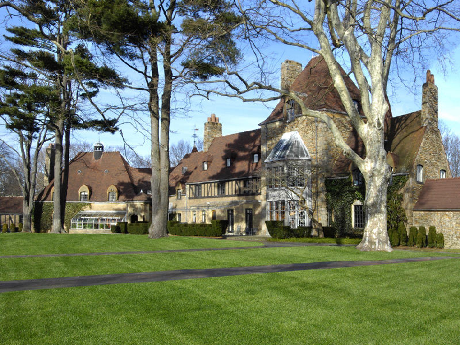 Round Hill Pre-War Great Estate