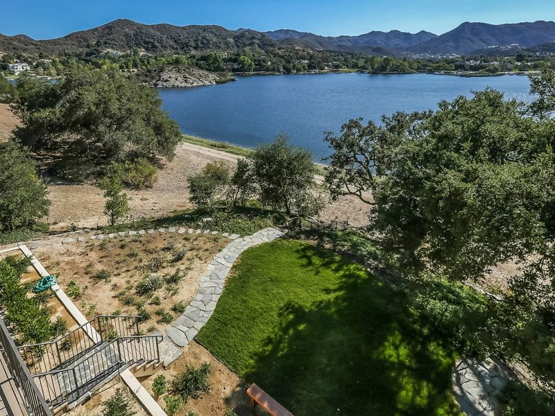 Lake Sherwood Waterfront & Sunset Views