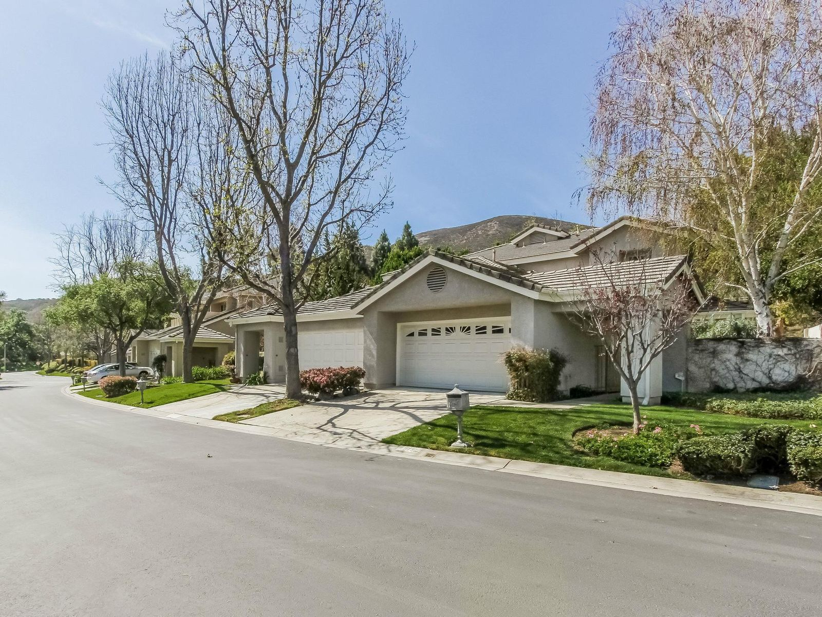Coveted Braemar Townhome in North Ranch, Westlake Village CA Townhouse - Los Angeles Real Estate