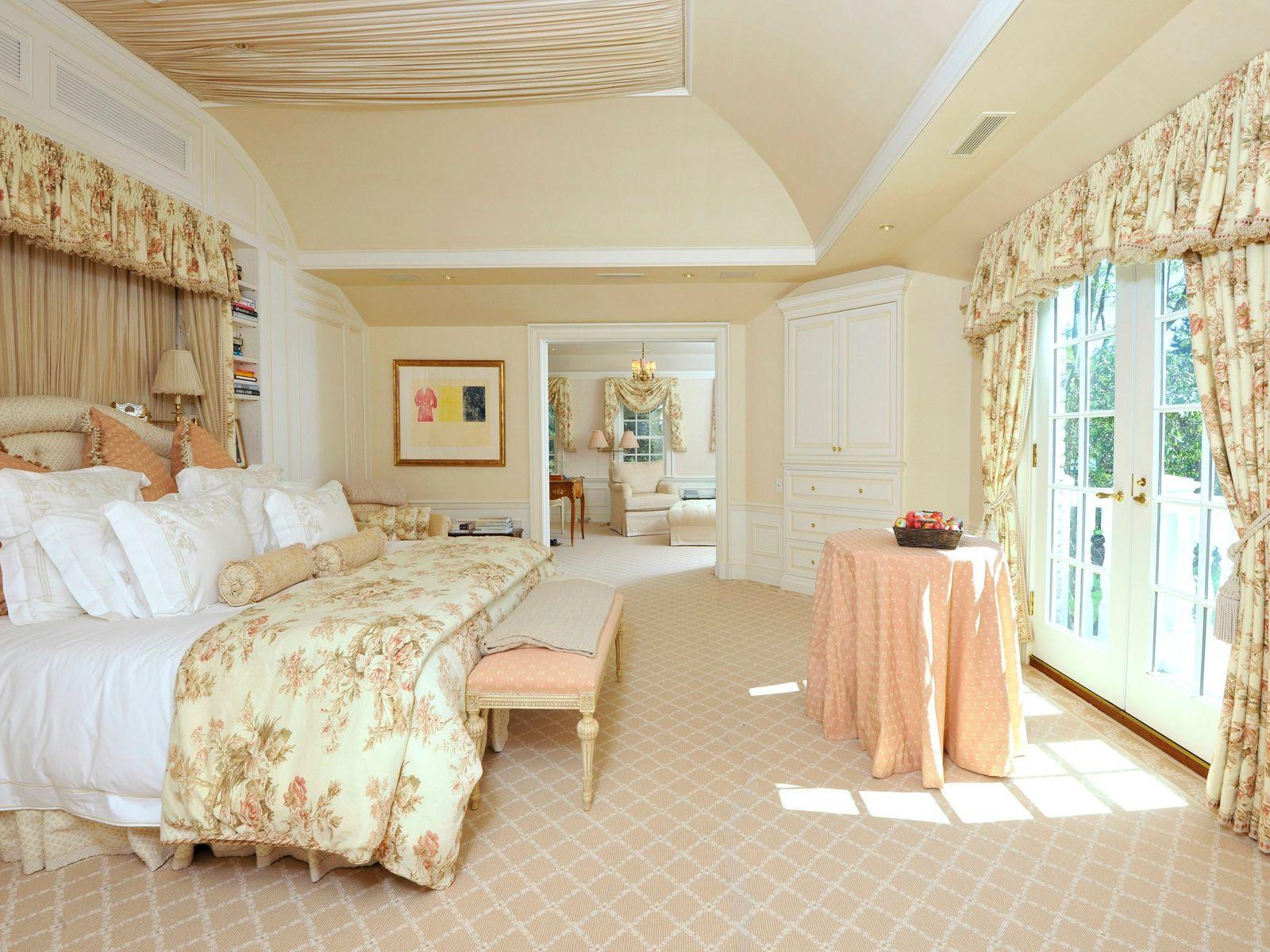 Exquisite, Private Estate