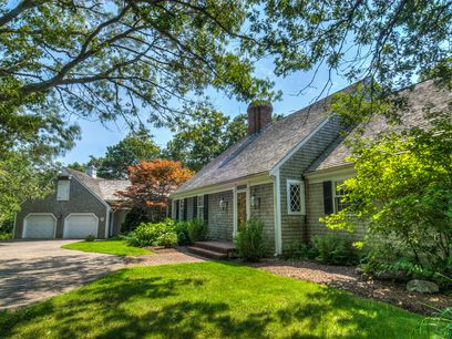 Classic Waterfront Cape, Marstons Mills MA Single Family Home - Cape Cod Real Estate