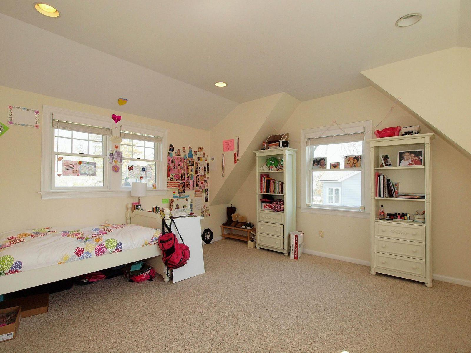 Spacious, Light 6 Bedroom Home