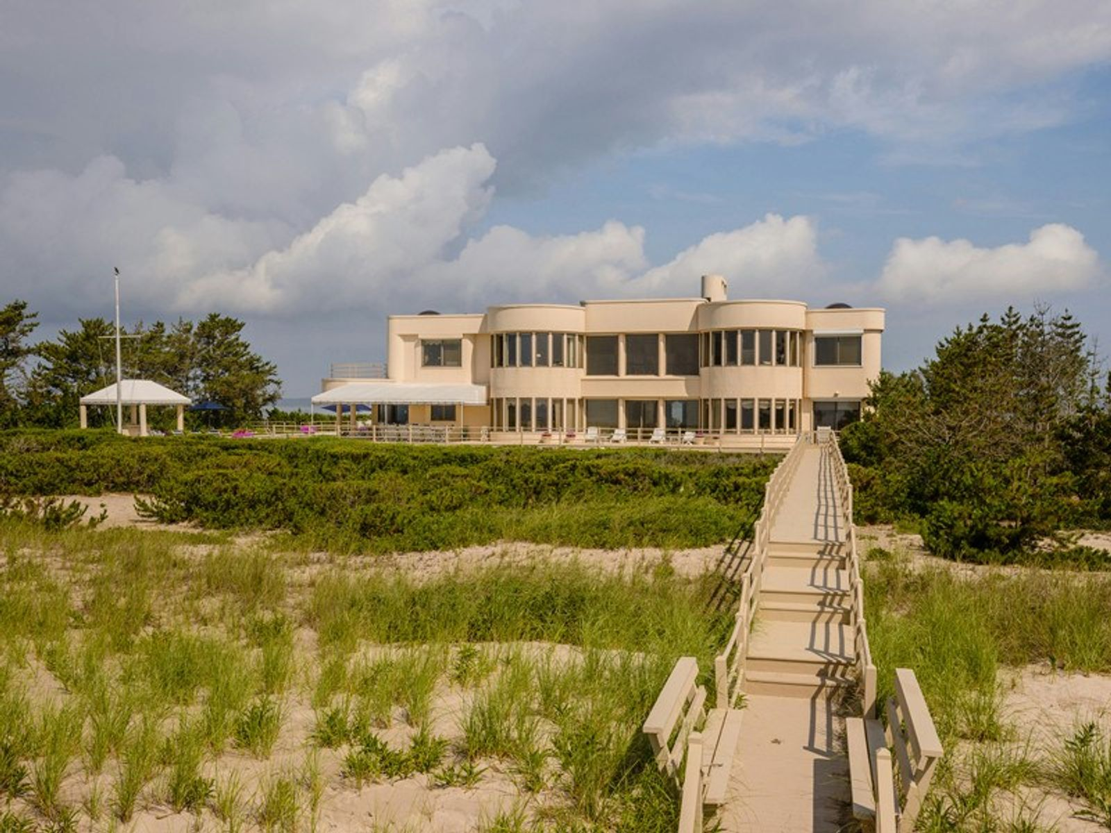 Meadow Lane Oceanfront with Bay View