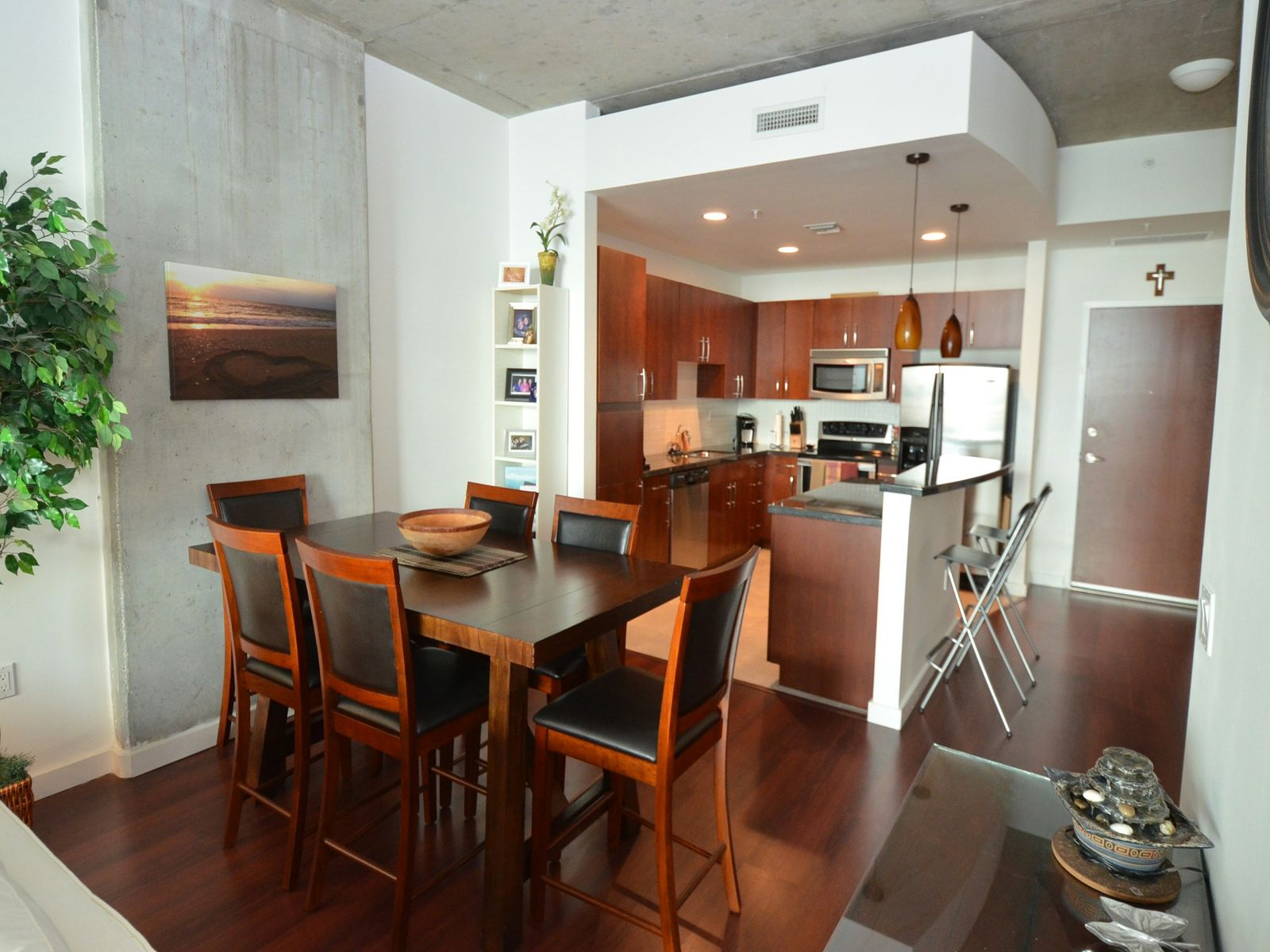 The Edge -- Lakefront Pied-a-Terre