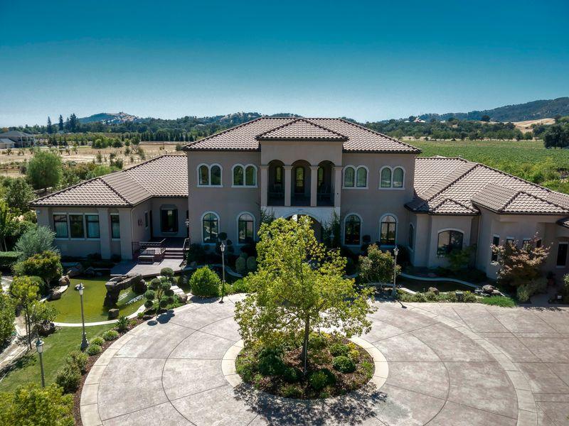 Pleasant Valley Estate & Vineyard