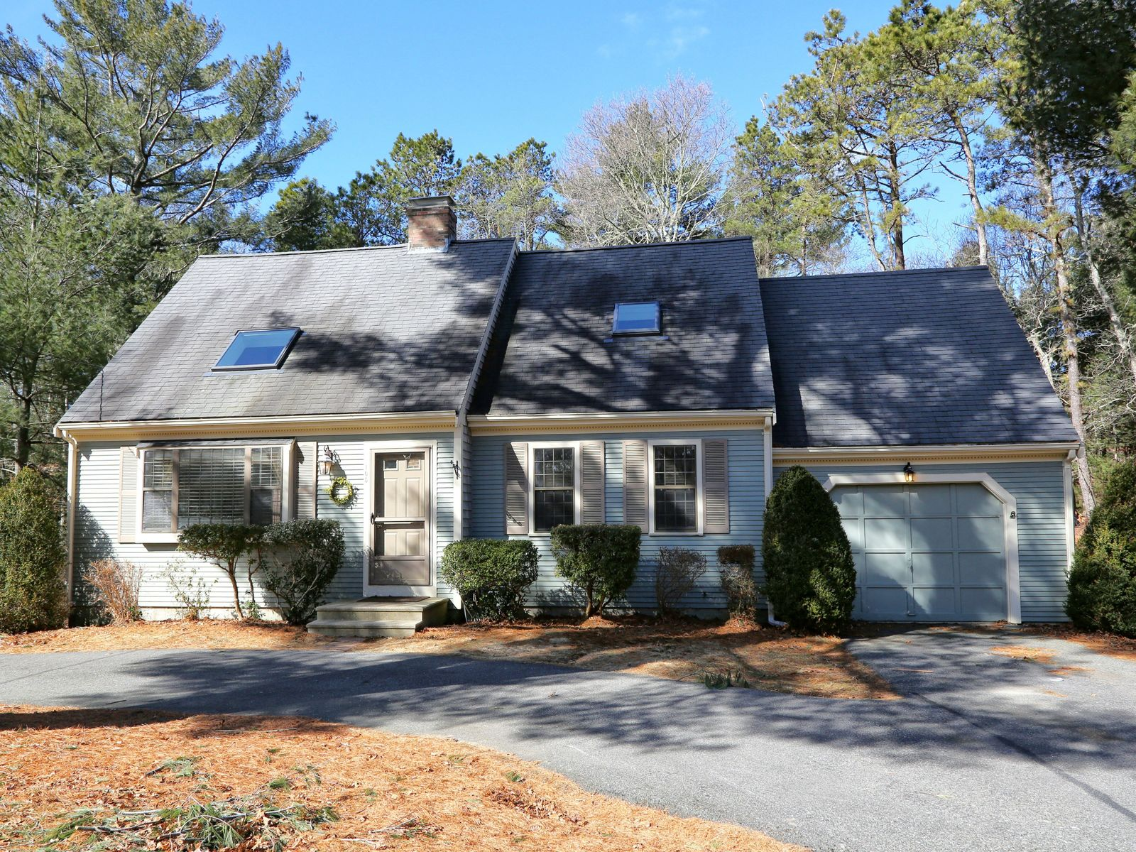 Bright and Airy Cape, Marstons Mills MA Single Family Home - Cape Cod Real Estate