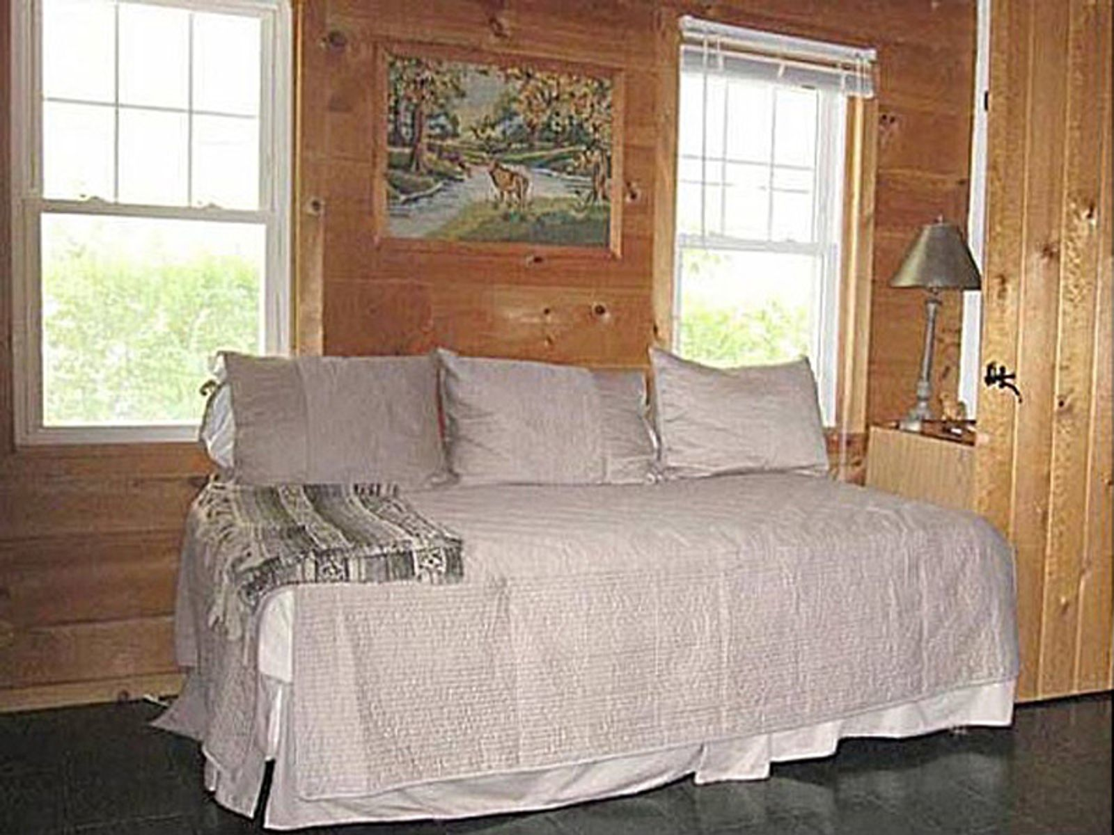 Stylish Quaint Cottage for Rent in