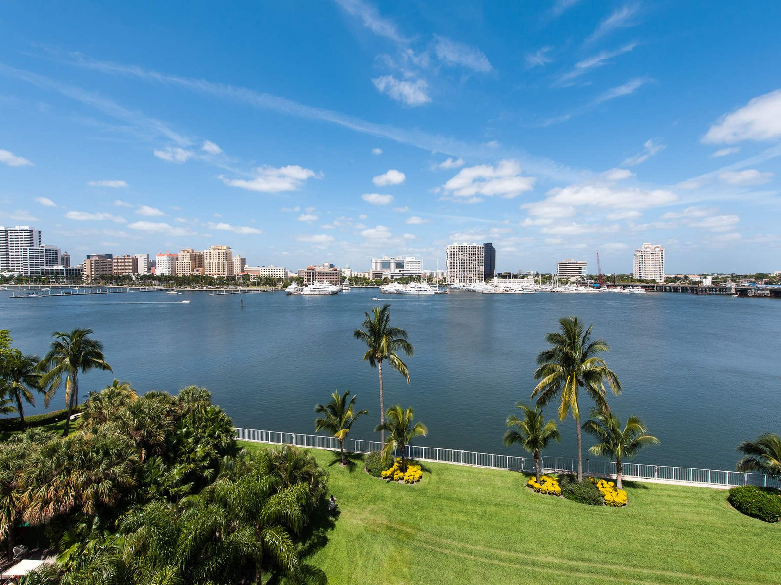 Expansive Direct Waterfront