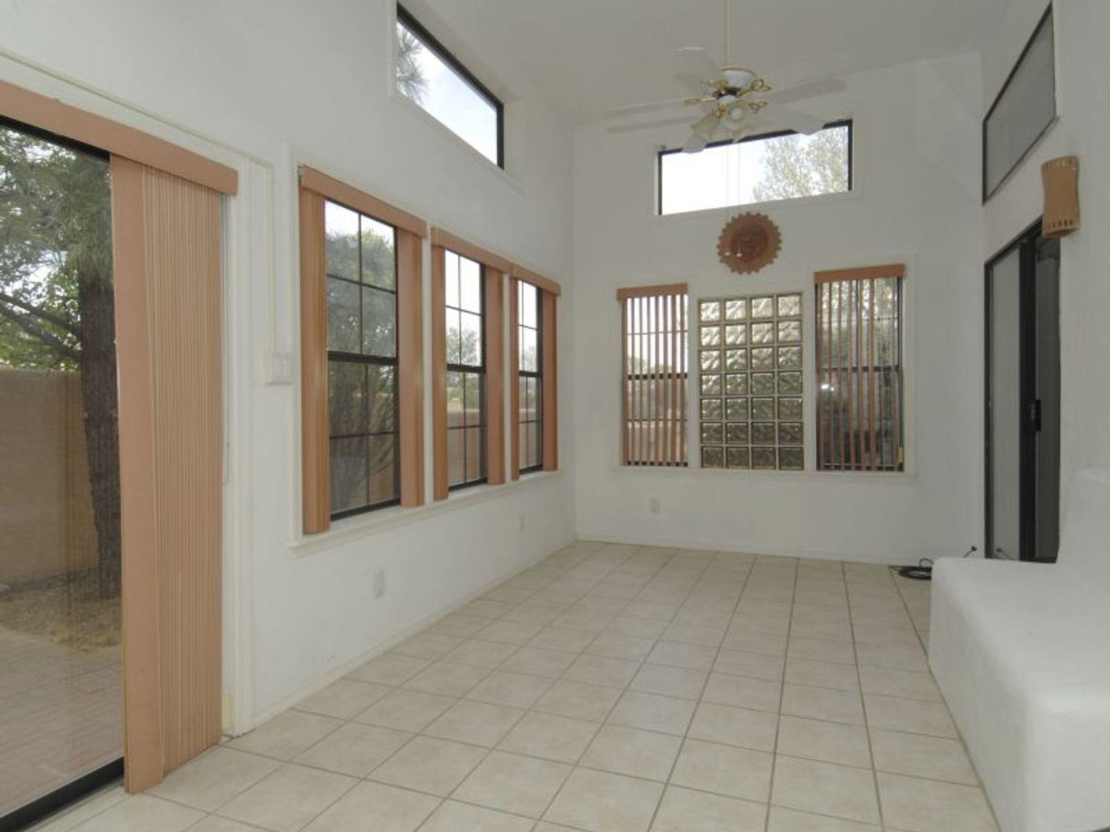 2953  Calle de Ovejas