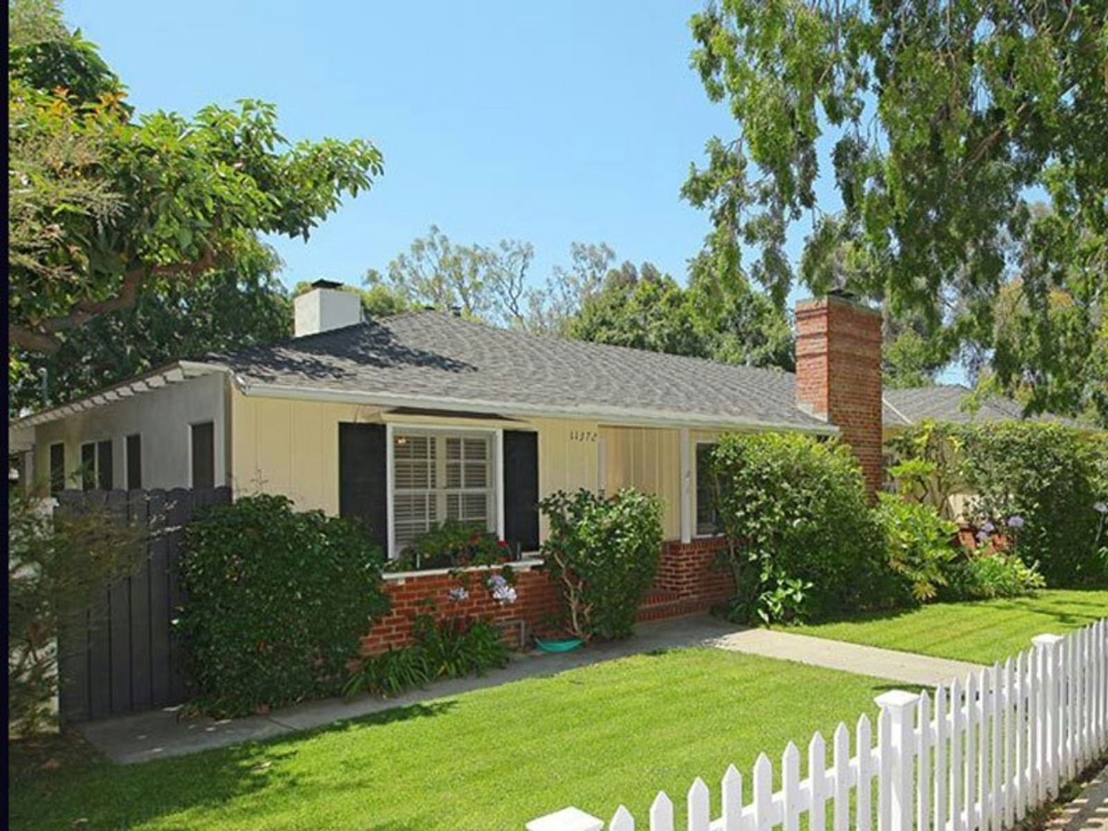 Tastefully Remodeled Traditional, Los Angeles CA Single Family Home - Los Angeles Real Estate