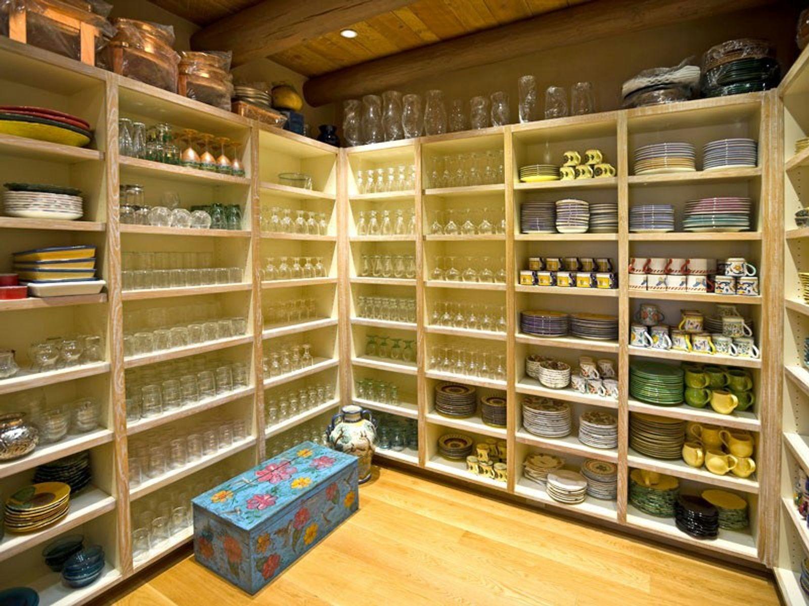 Pantry-hdwood floors, skylight, extensive shelves