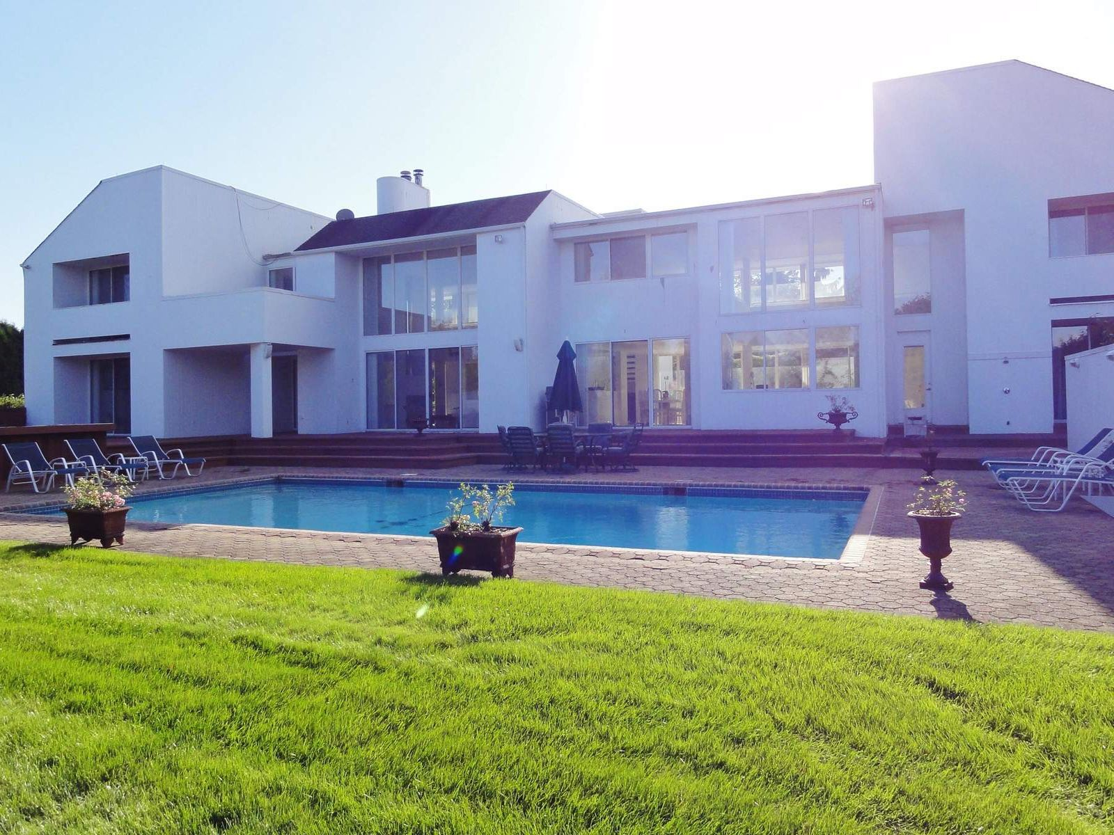 Gorgeous Contemporary With Expansive