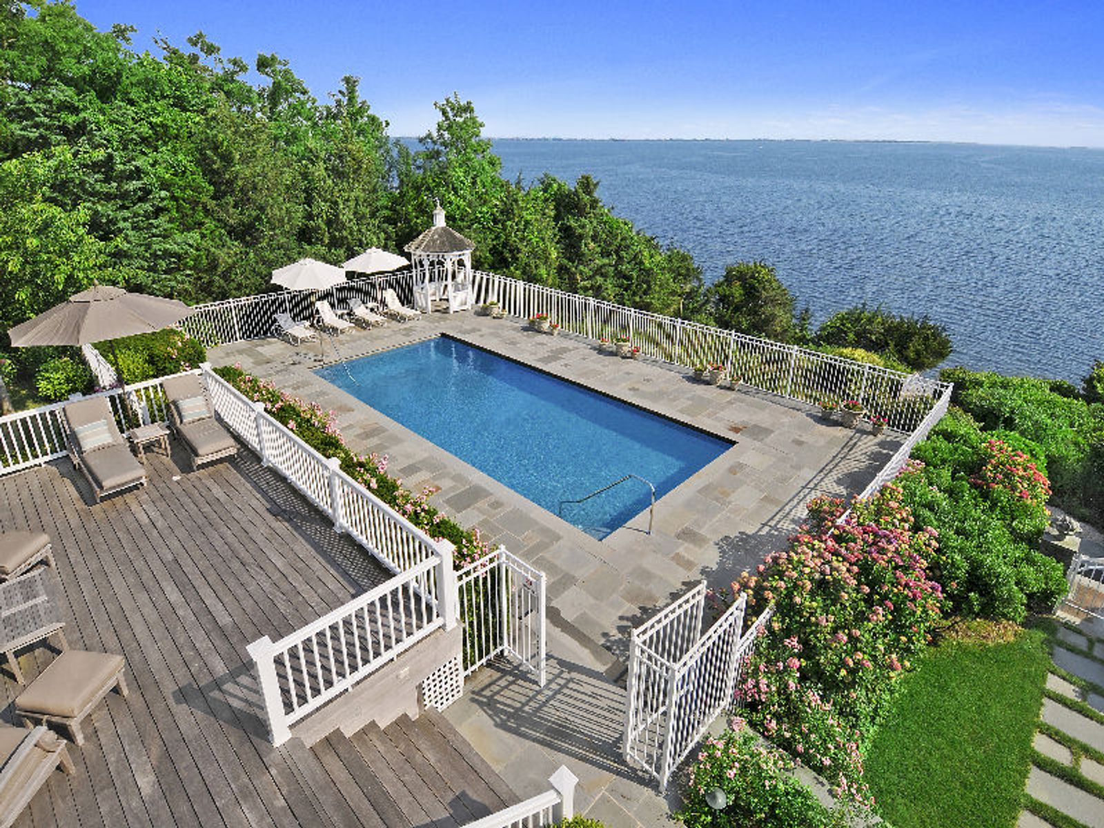 Spectacular Bayfront, Southampton NY Single Family Home - Hamptons Real Estate