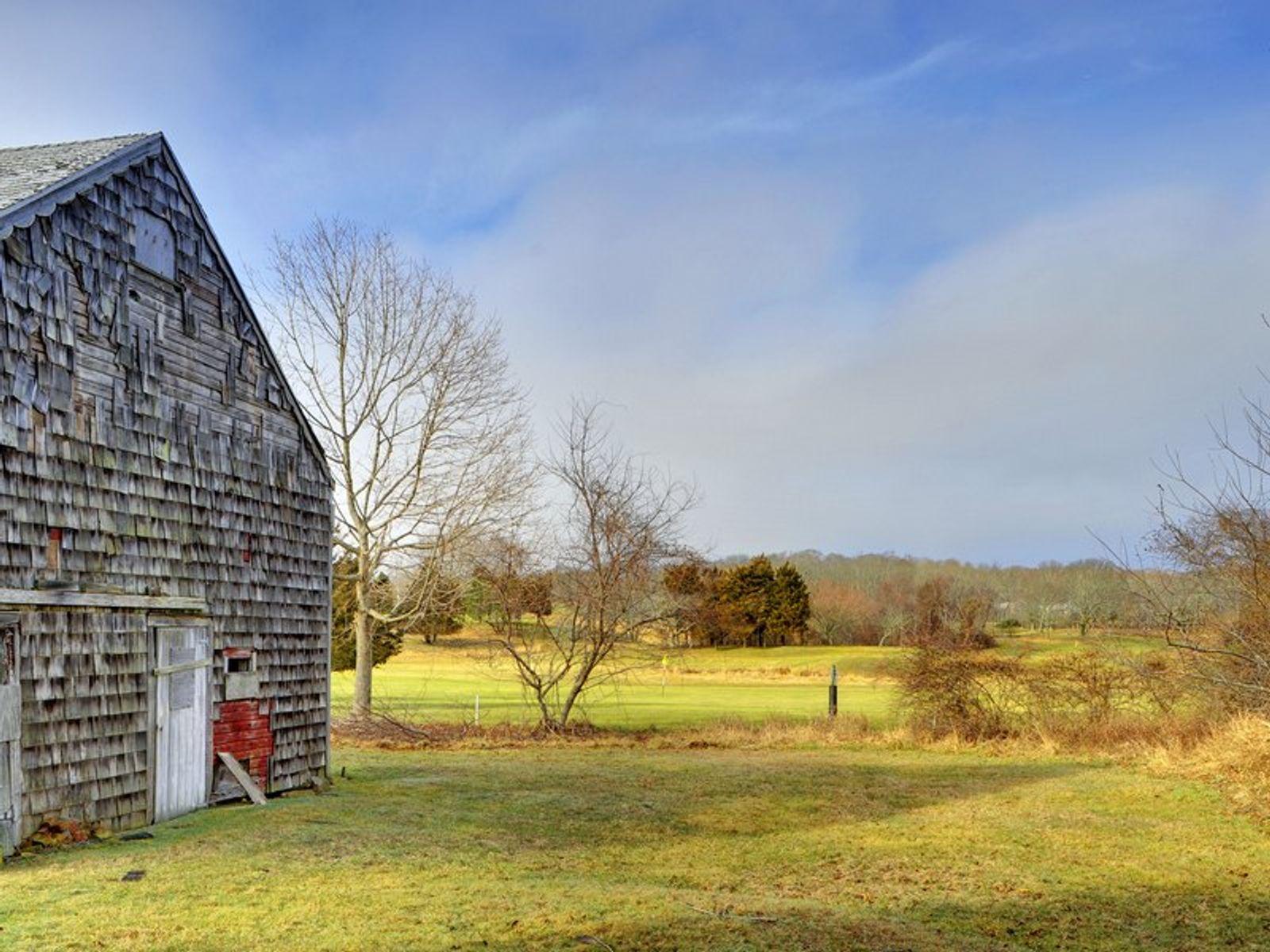 Amagansett Farm House IN CONTRACT