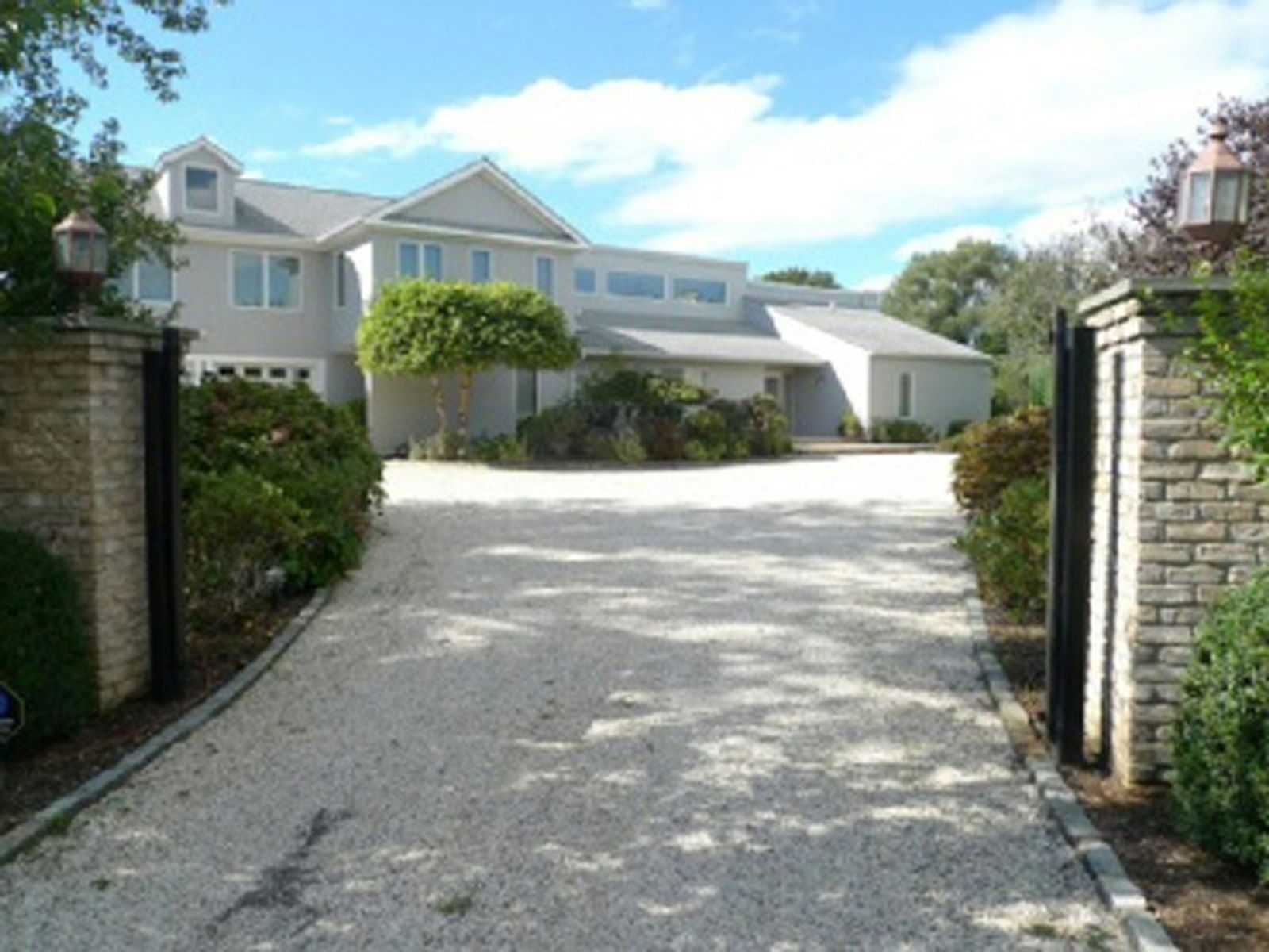 Highly Maintained Water Mill South Home, Water Mill NY Single Family Home - Hamptons Real Estate