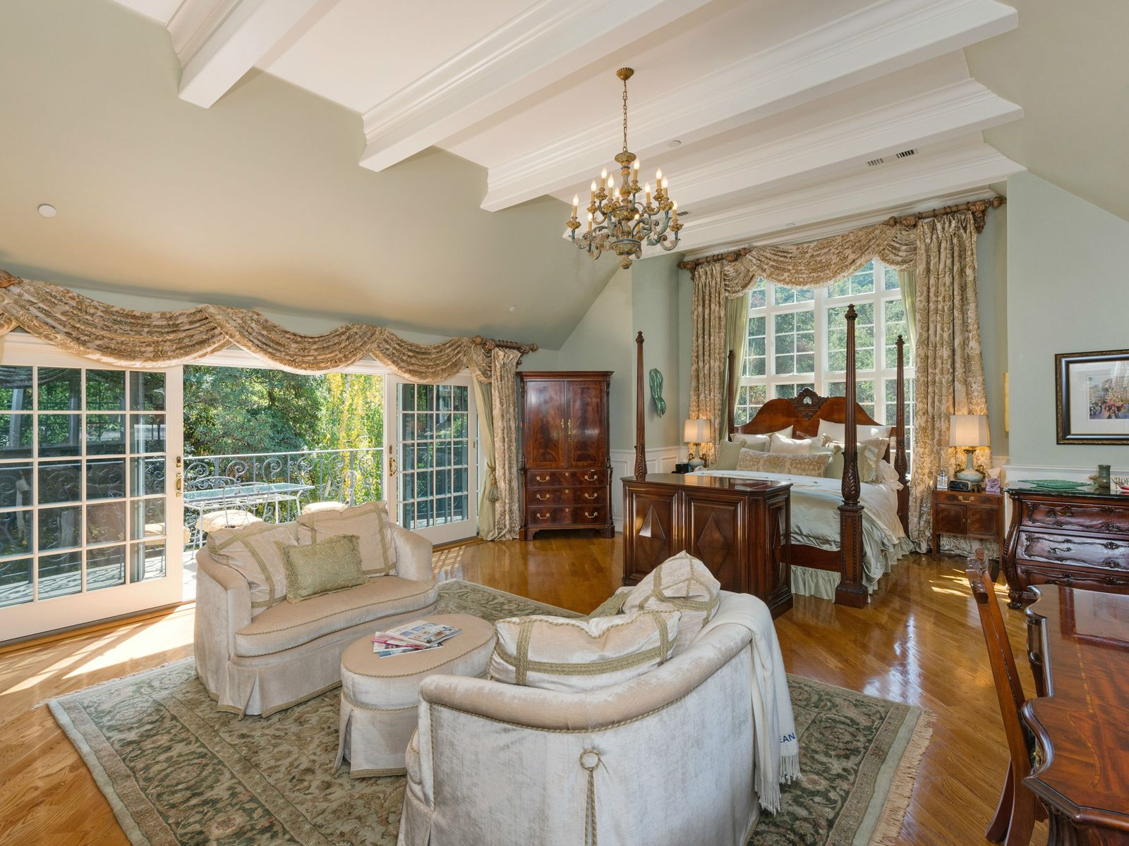 Exquisite La Canada Jewel