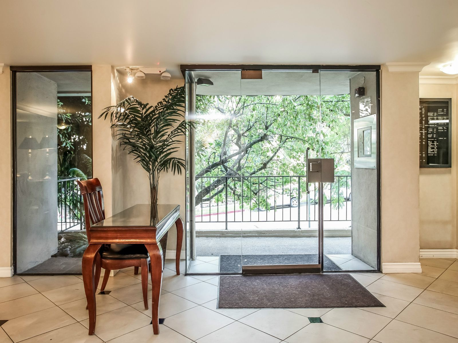 Condo in the Heart of Brentwood