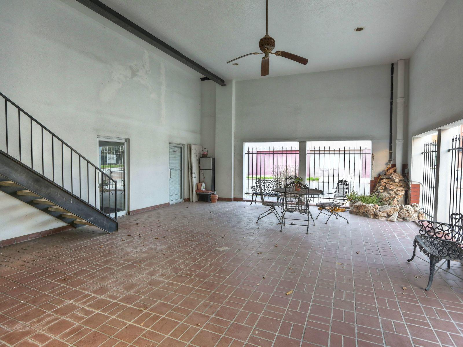 400 W. Texas Avenue