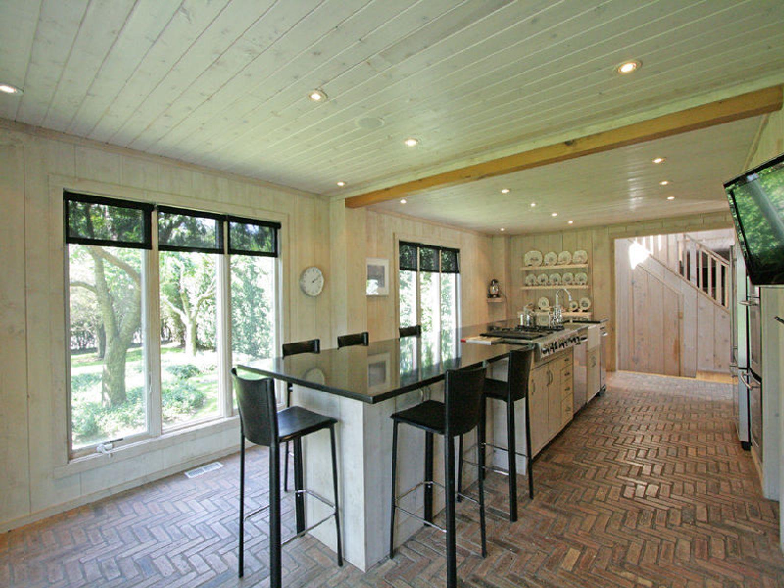 Beautifully Renovated Modern Barn