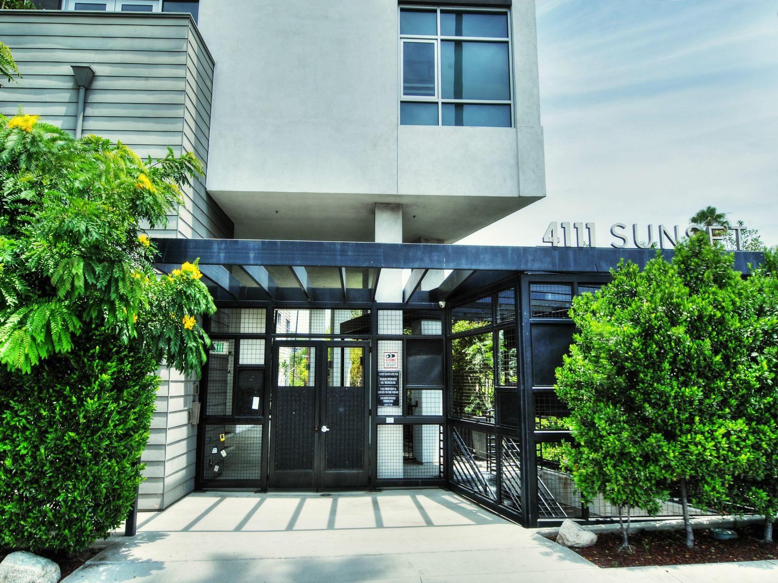 4111 Sunset Boulevard