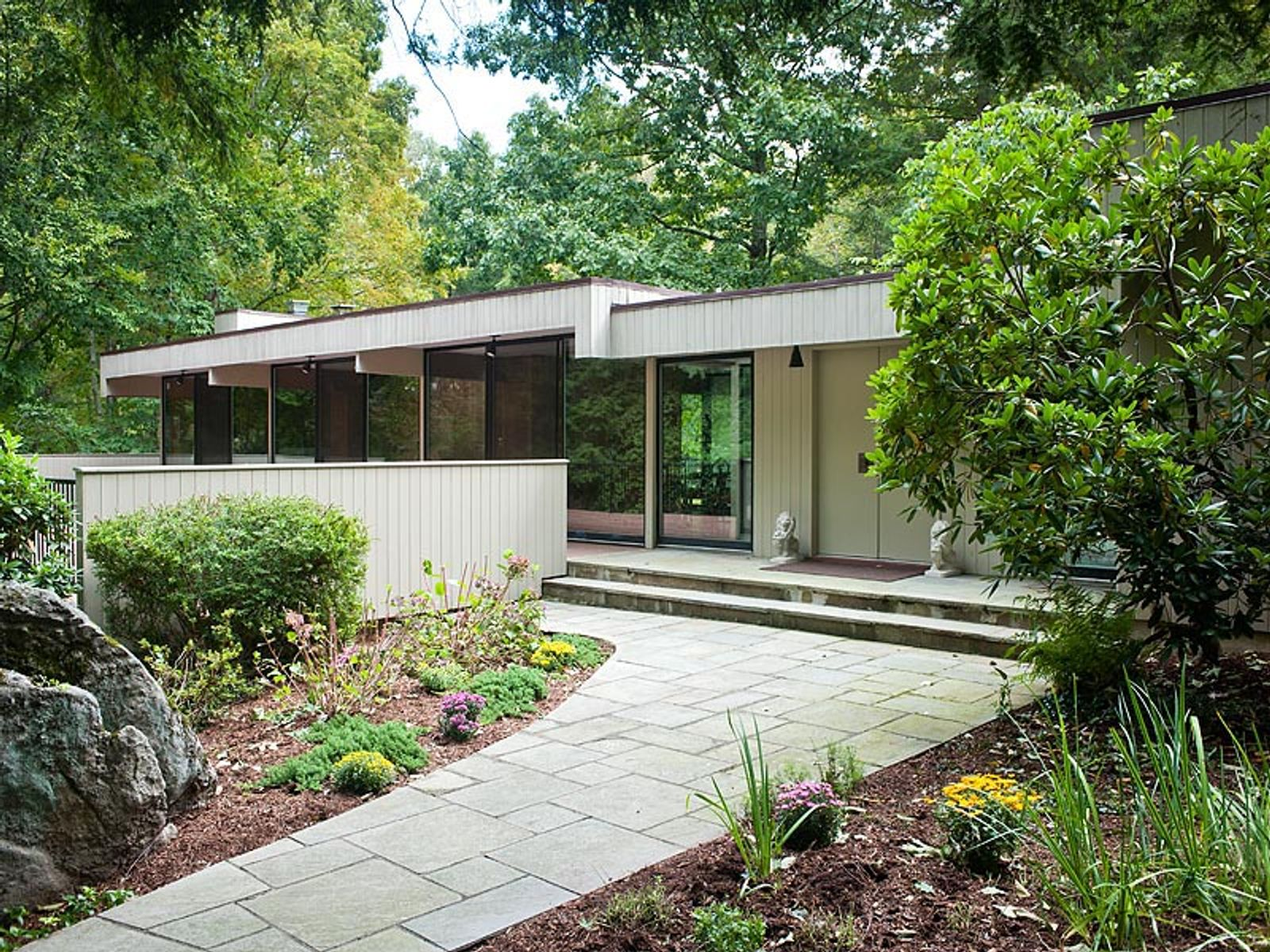 Picturesque Contemporary, Greenwich CT Single Family Home - Greenwich Real Estate