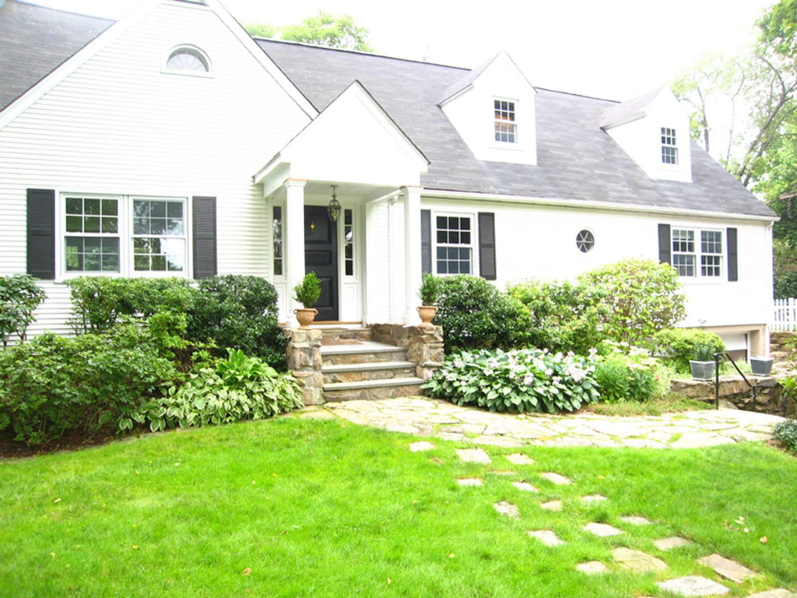 Convenient Location, Greenwich CT Single Family Home - Greenwich Real Estate