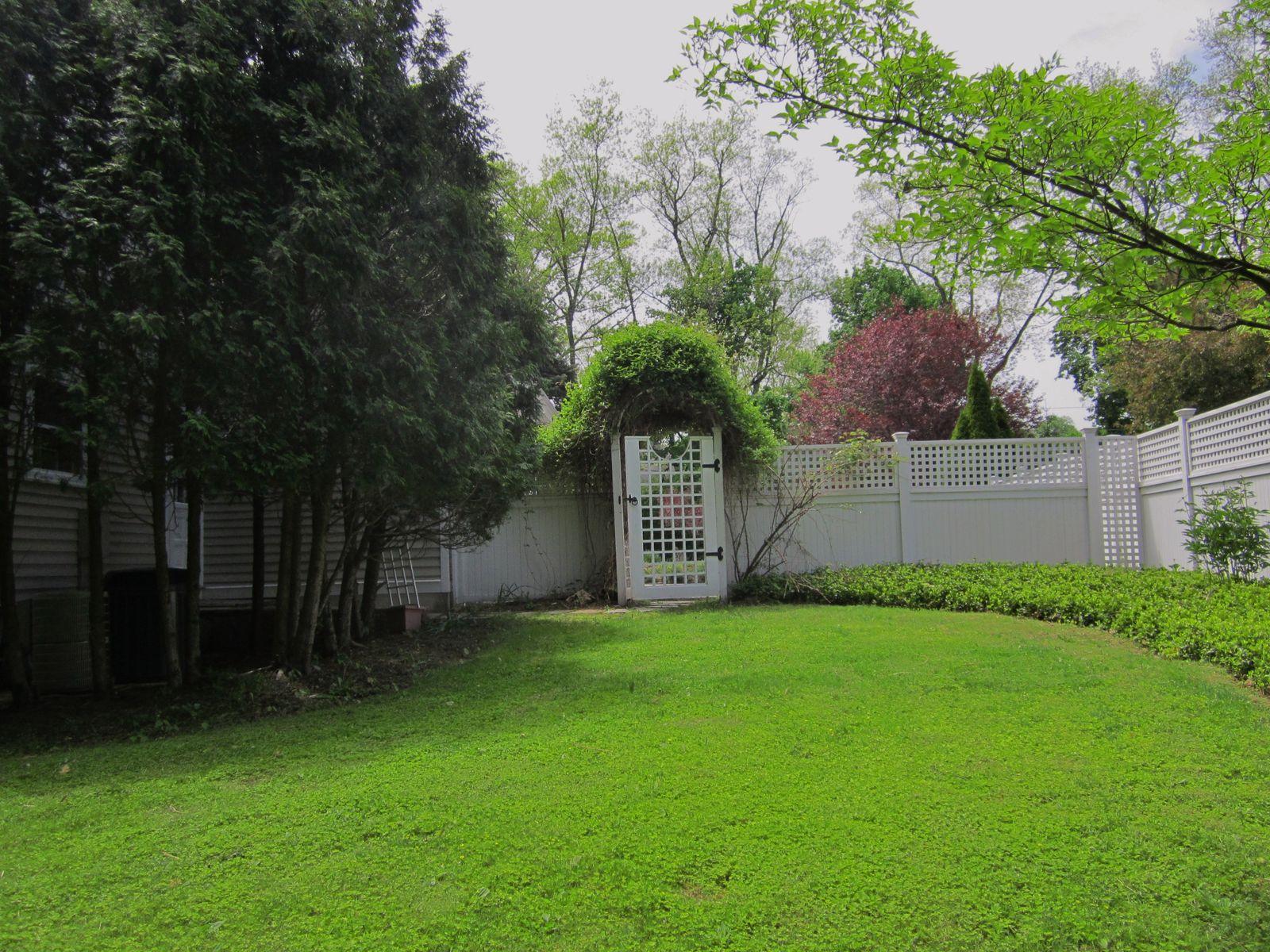 Gated Side Yard